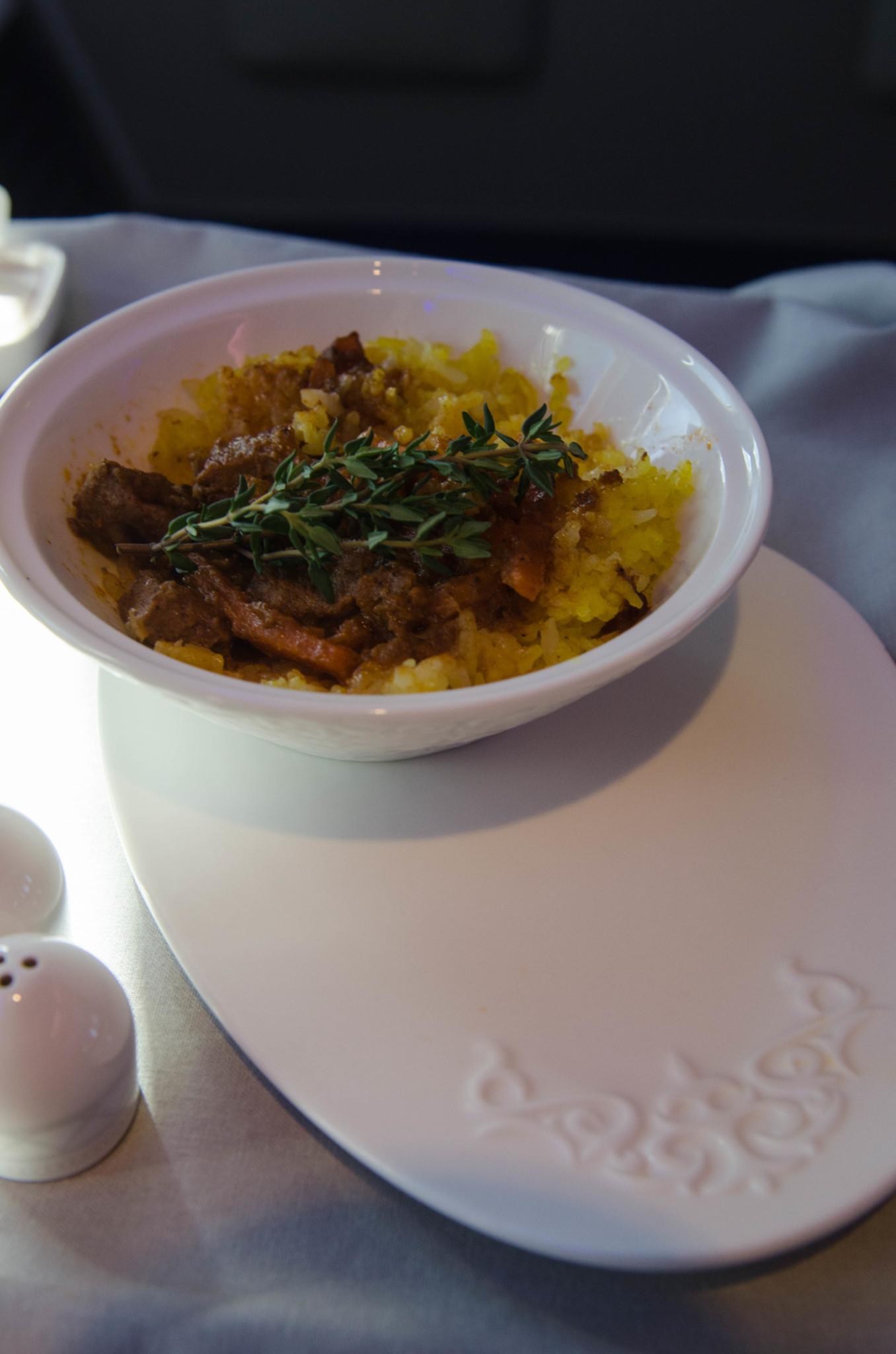 Essen und Trinken in der Business Class von Air Astana auf Langstrecke in der 757