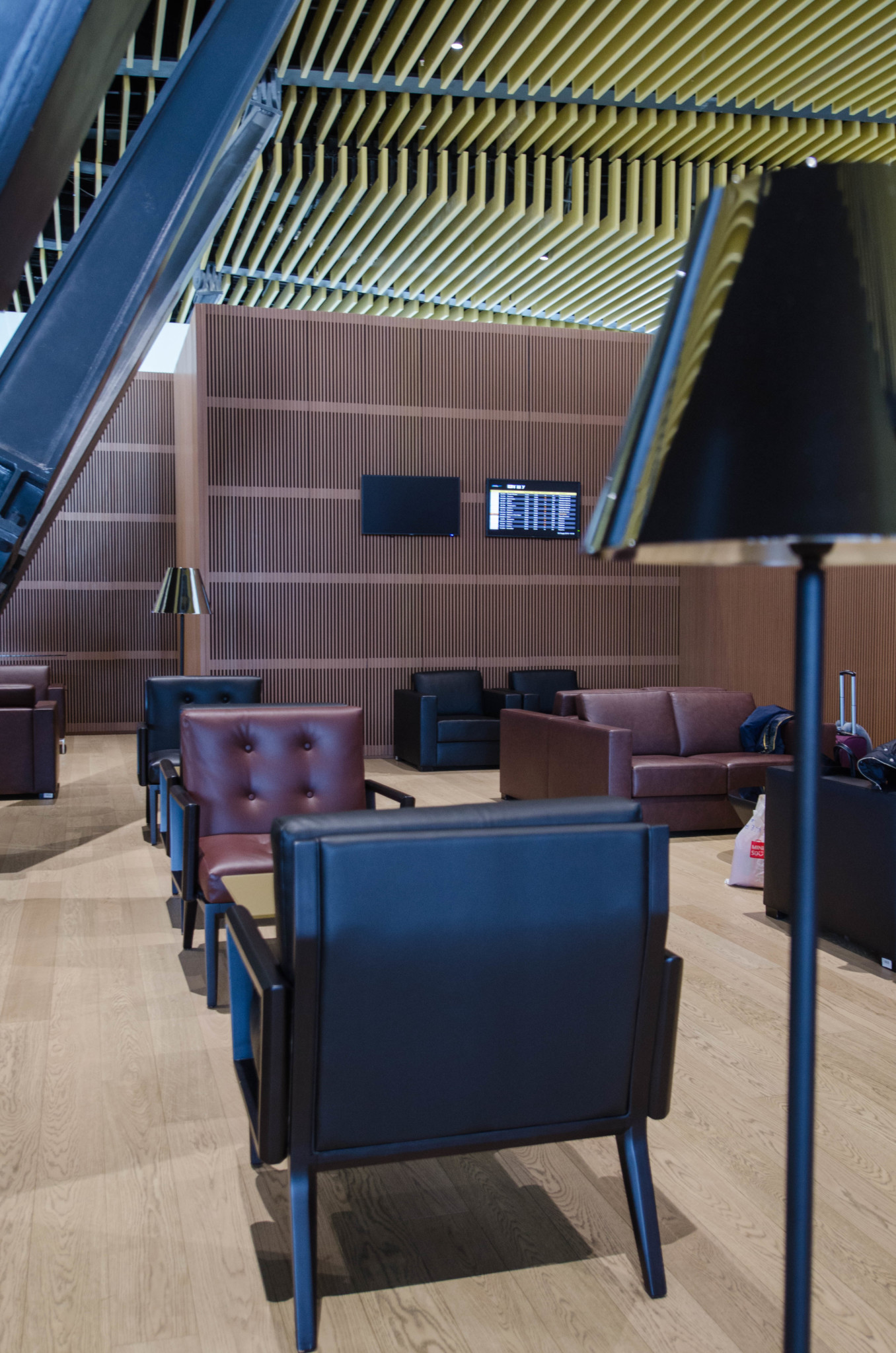 Schicke Business Class Lounge von Air Astana