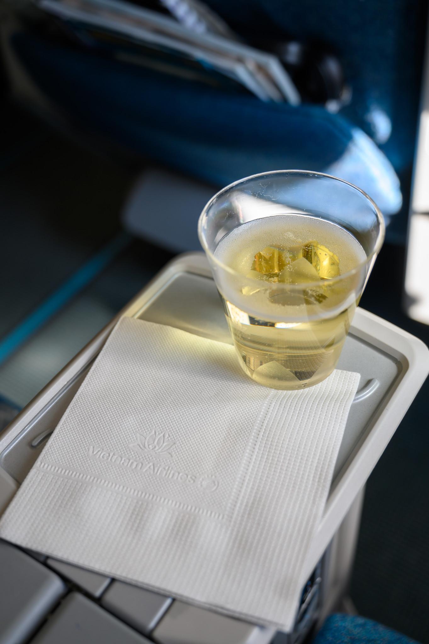 Champagner in der Vietnam Airlines Premium Economy
