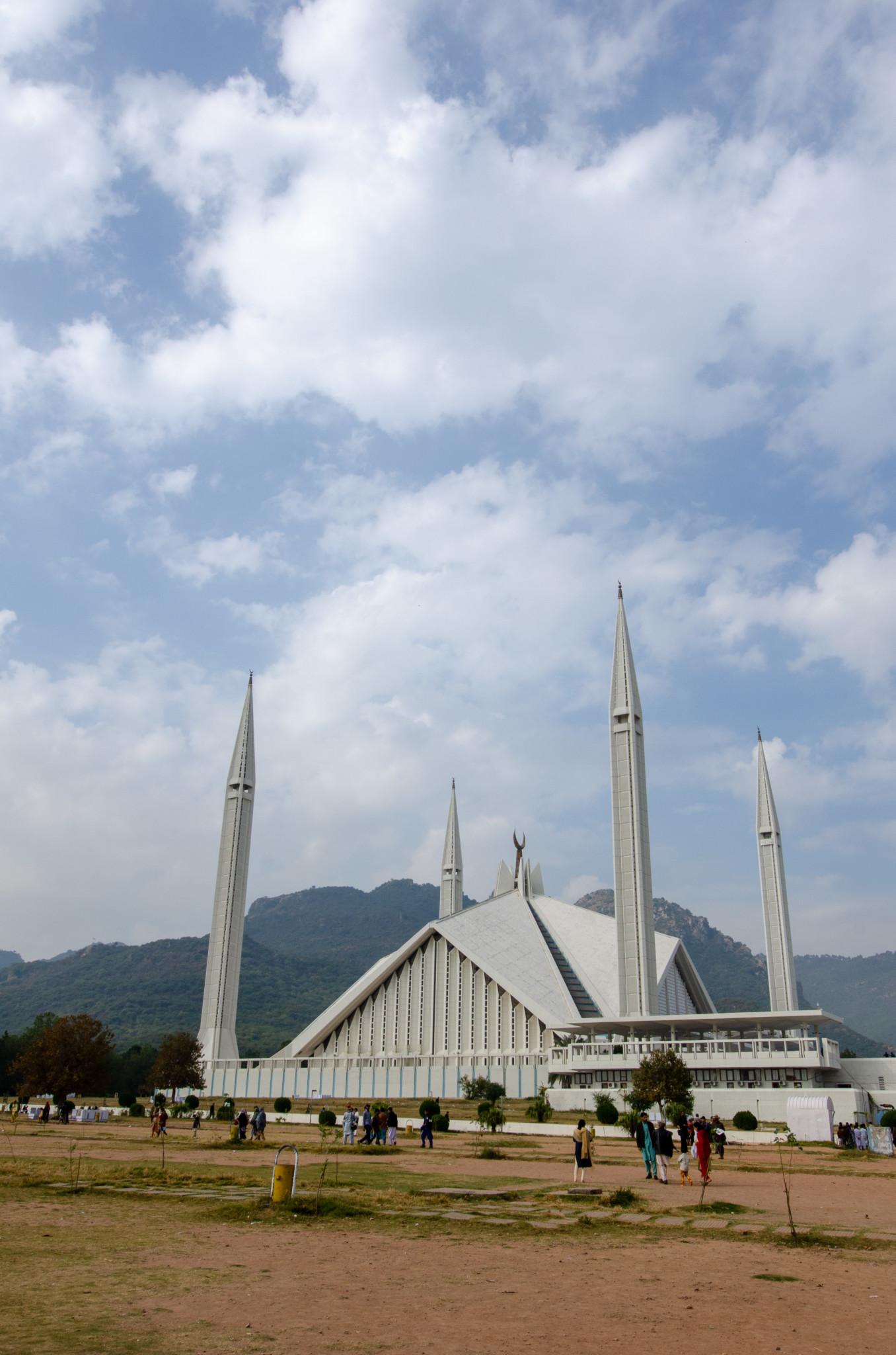 Die Pakistan Rundreise startet meist in Islamabad an der Faisal Moschee
