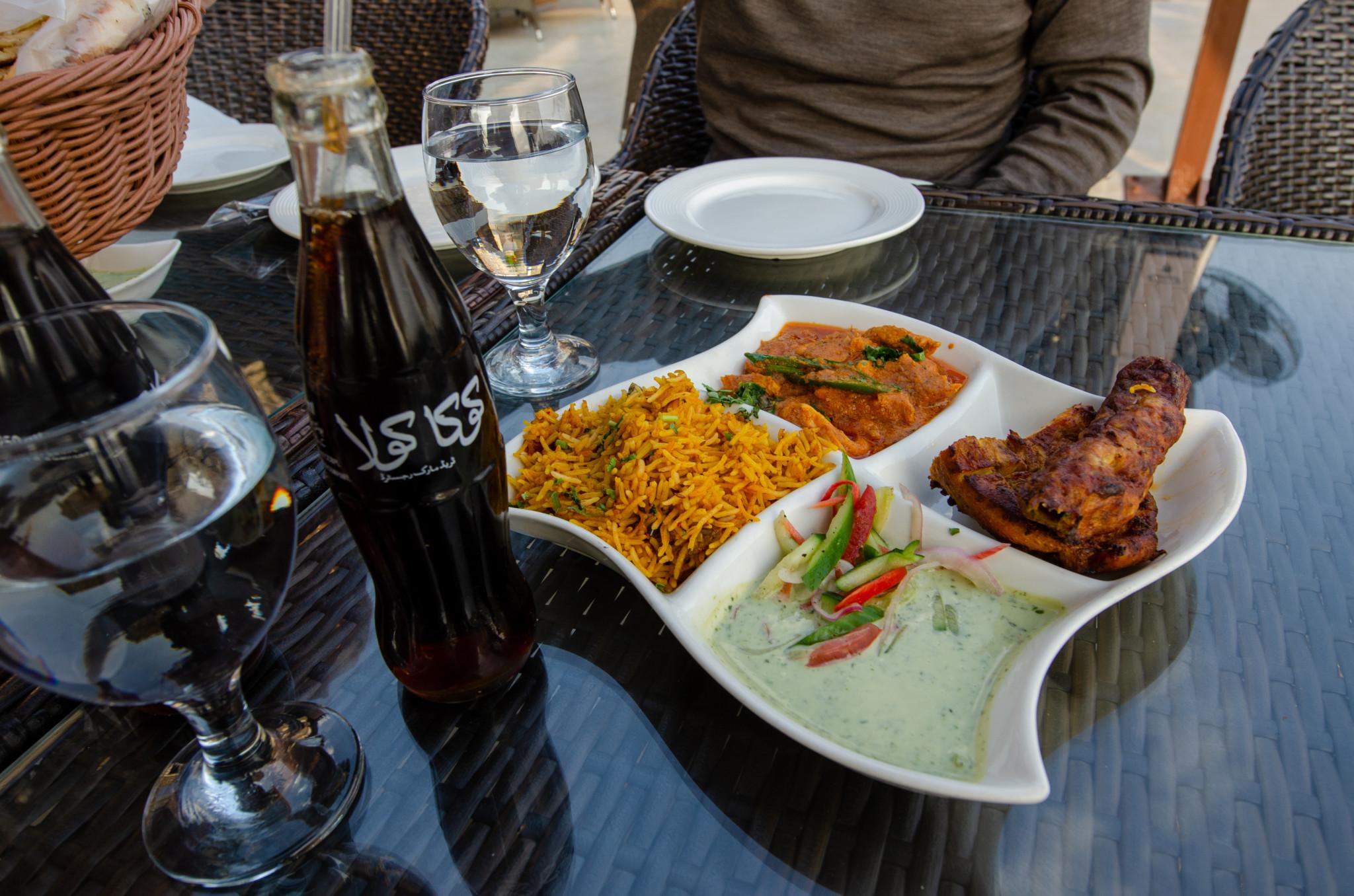 Essen im Monal Restaurant in Islamabad in Pakistan