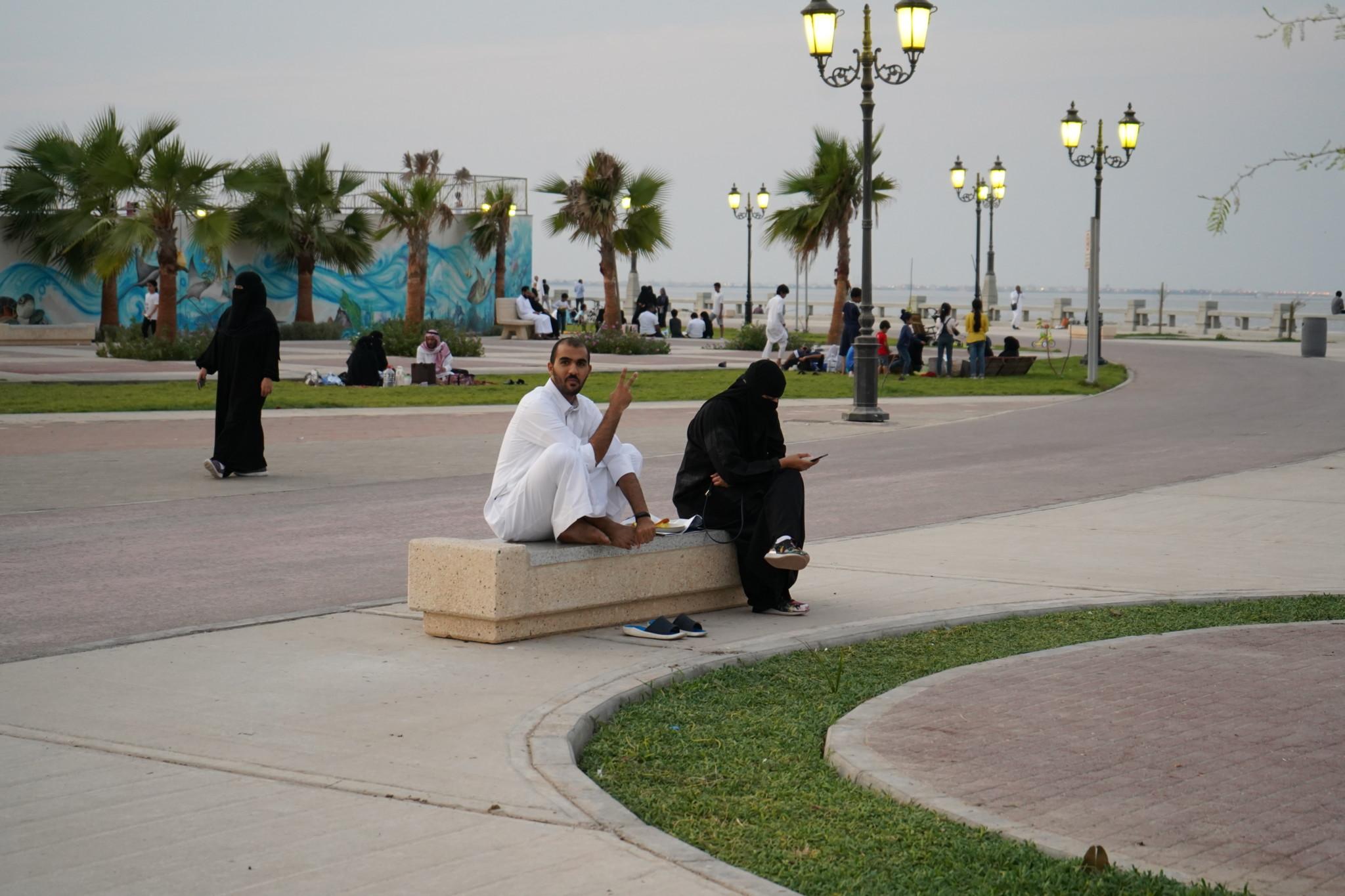 Paar in Dammam an der Corniche