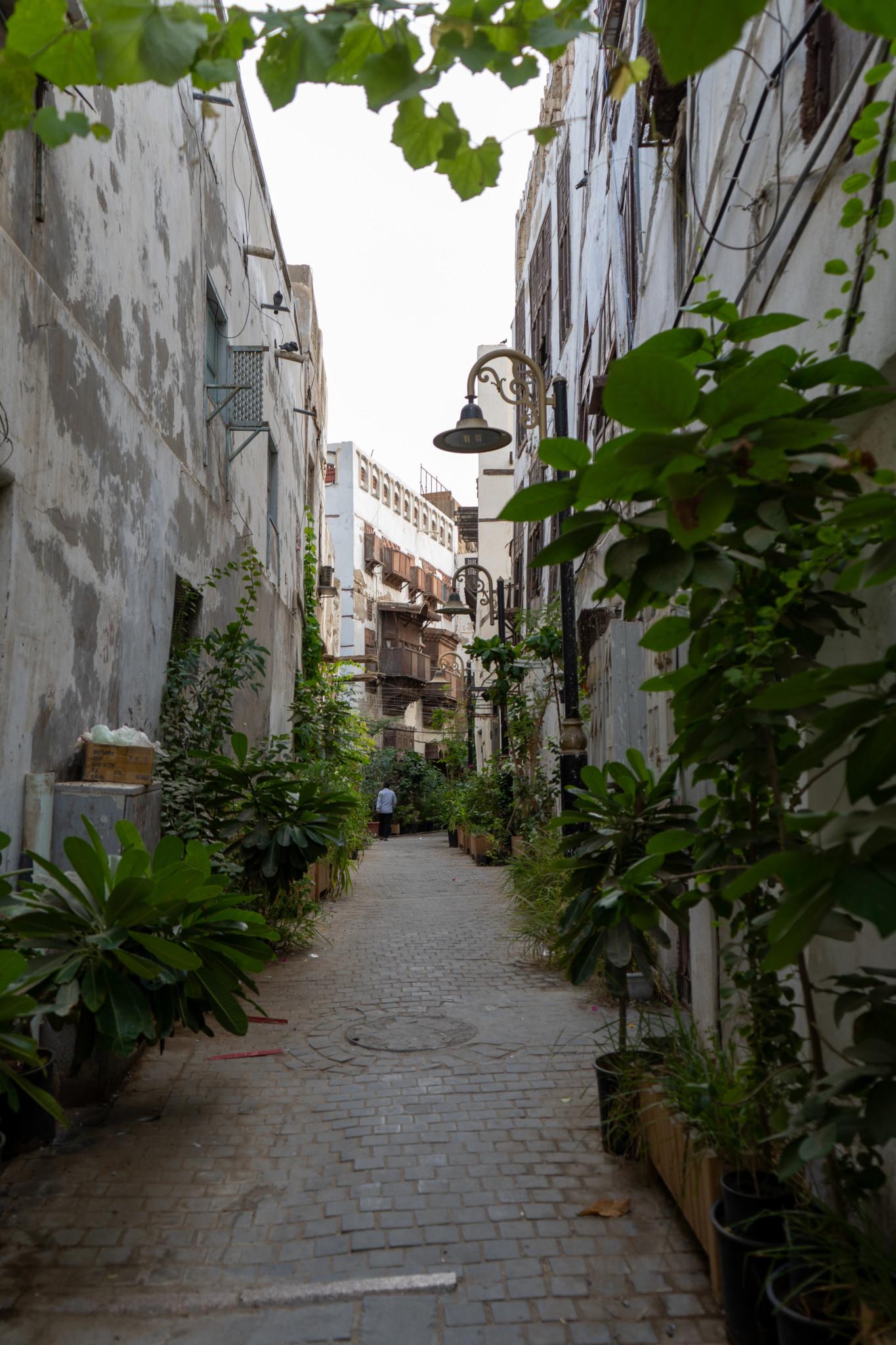 Bepflanzte Gasse in der Altstadt von Jeddah