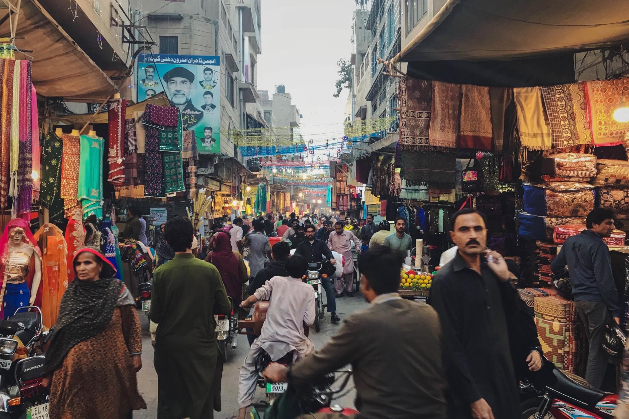 Typisches Marktgetummel in Lahore