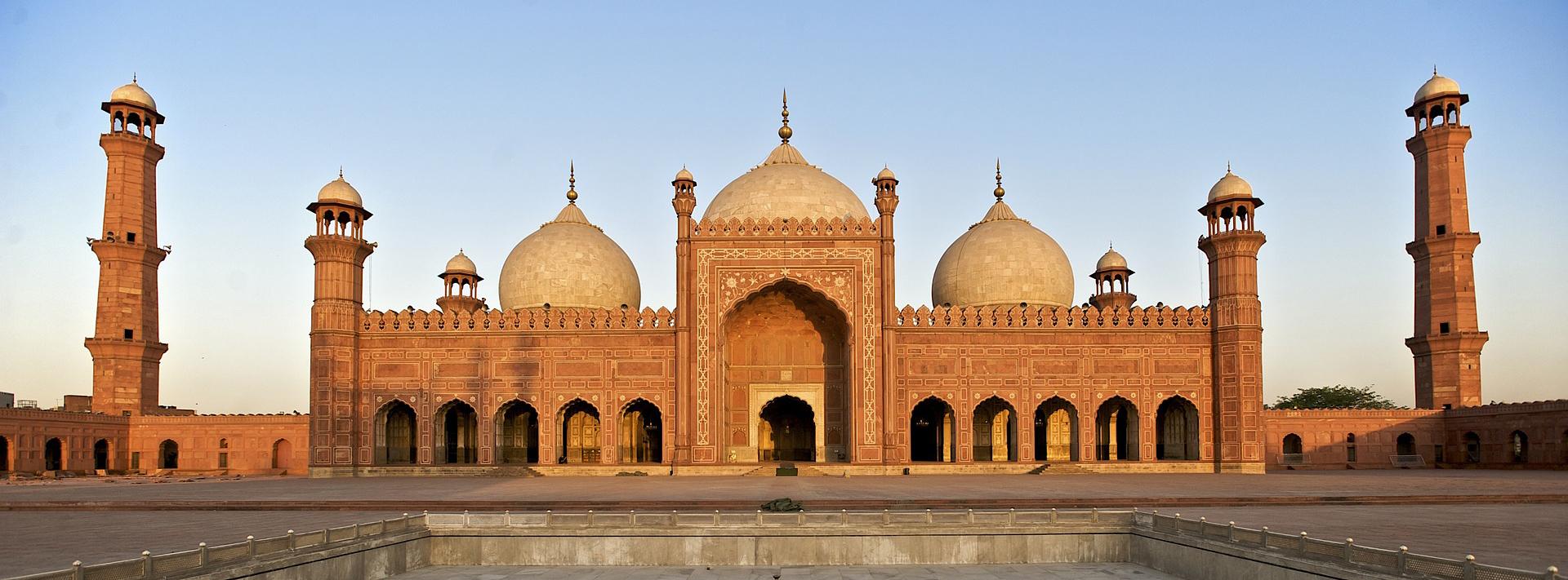 Zu den Lahore Sehenswürdigkeiten zählt sicher auch die Badshahi Moschee
