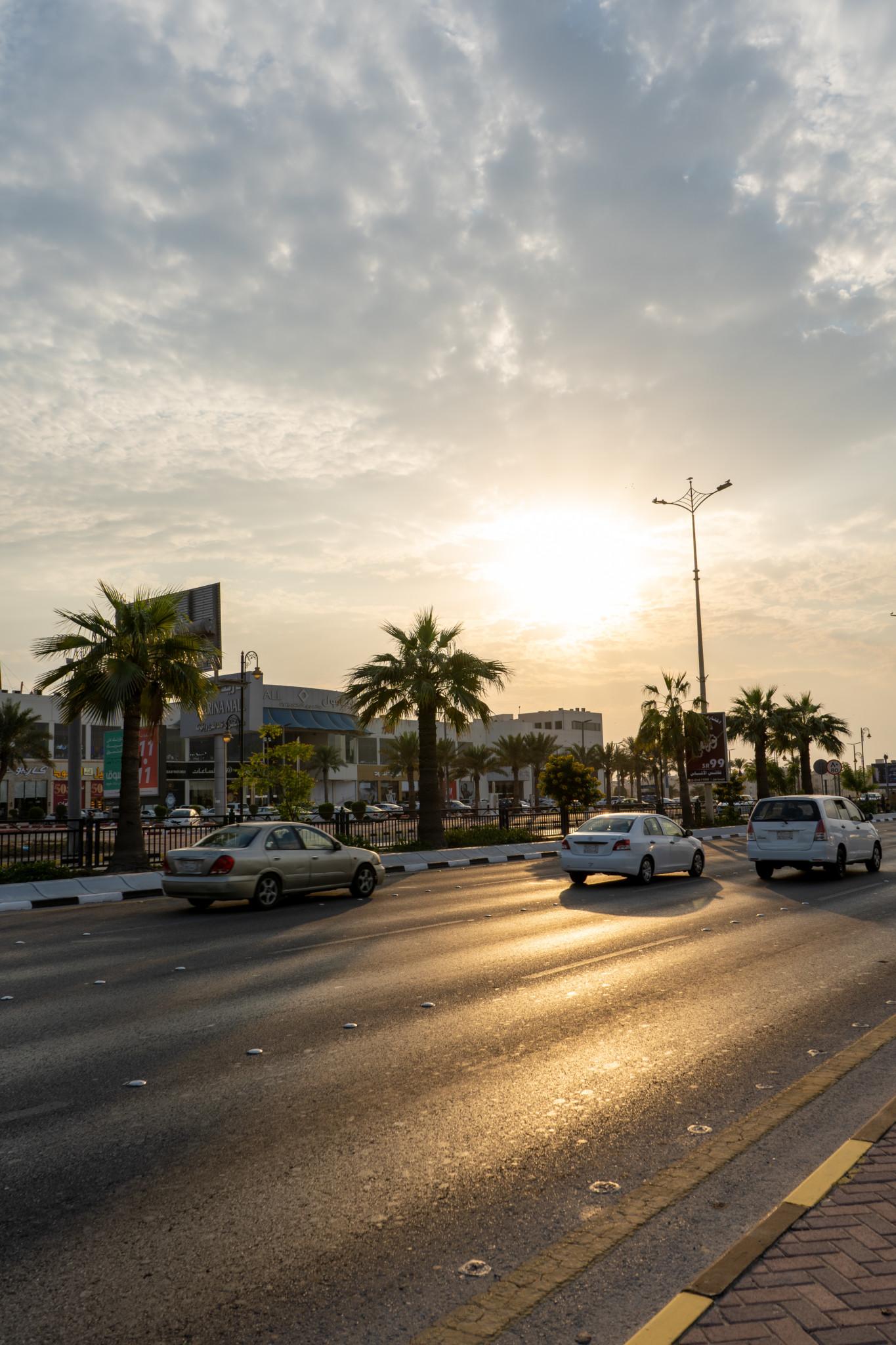 Mit dem Mietwagen durch Dammam in Saudi-Arabien