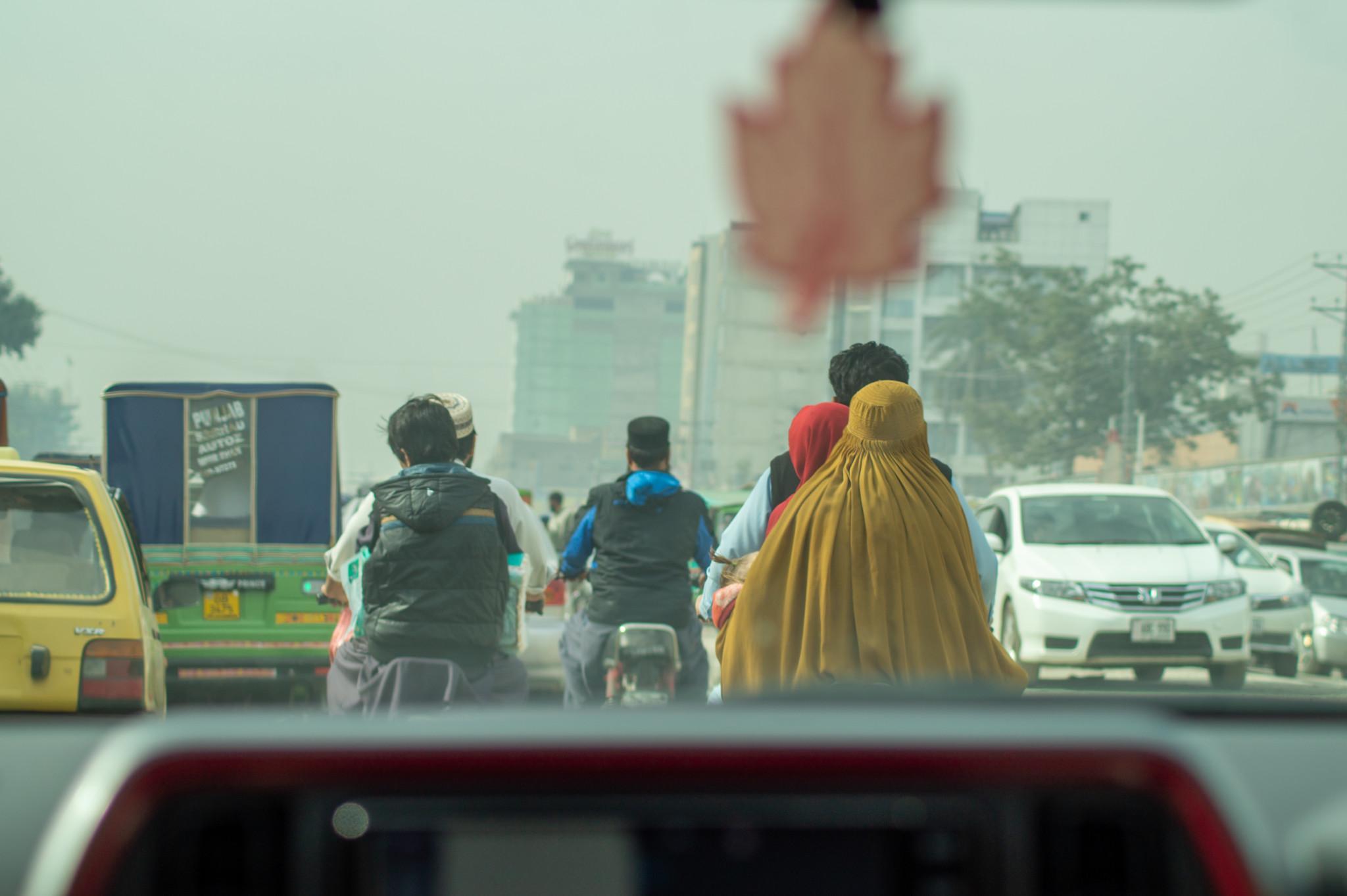 Blick aus einem Uber in Pakistan