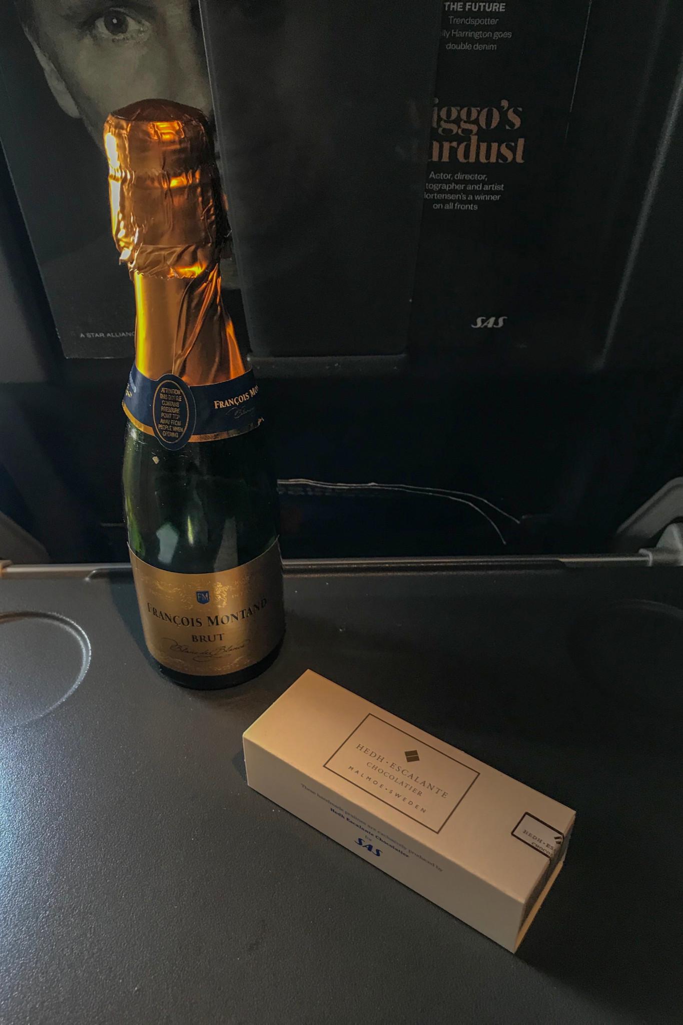 Champagner in der SAS Premium Economy