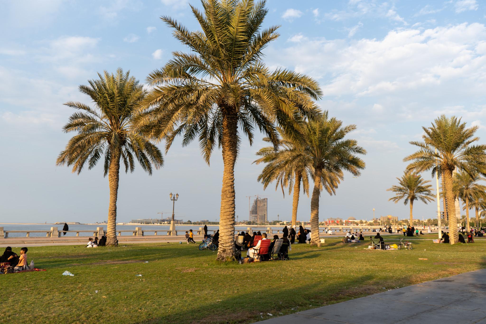 Sonnenuntergang an der Corniche von Dammam in Saudi-Arabien