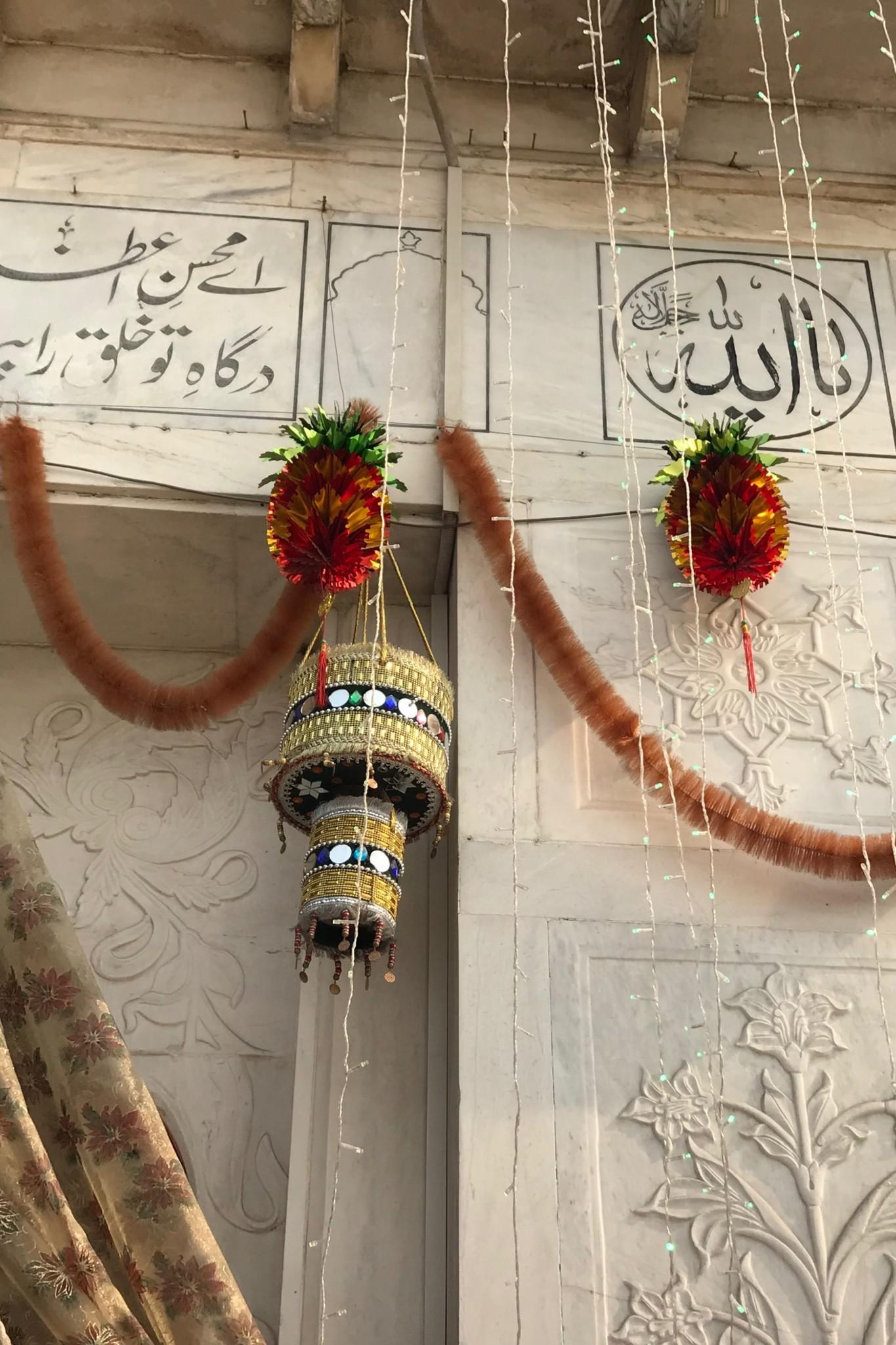 Sicherheit im Data Darbar Schrein in Lahore