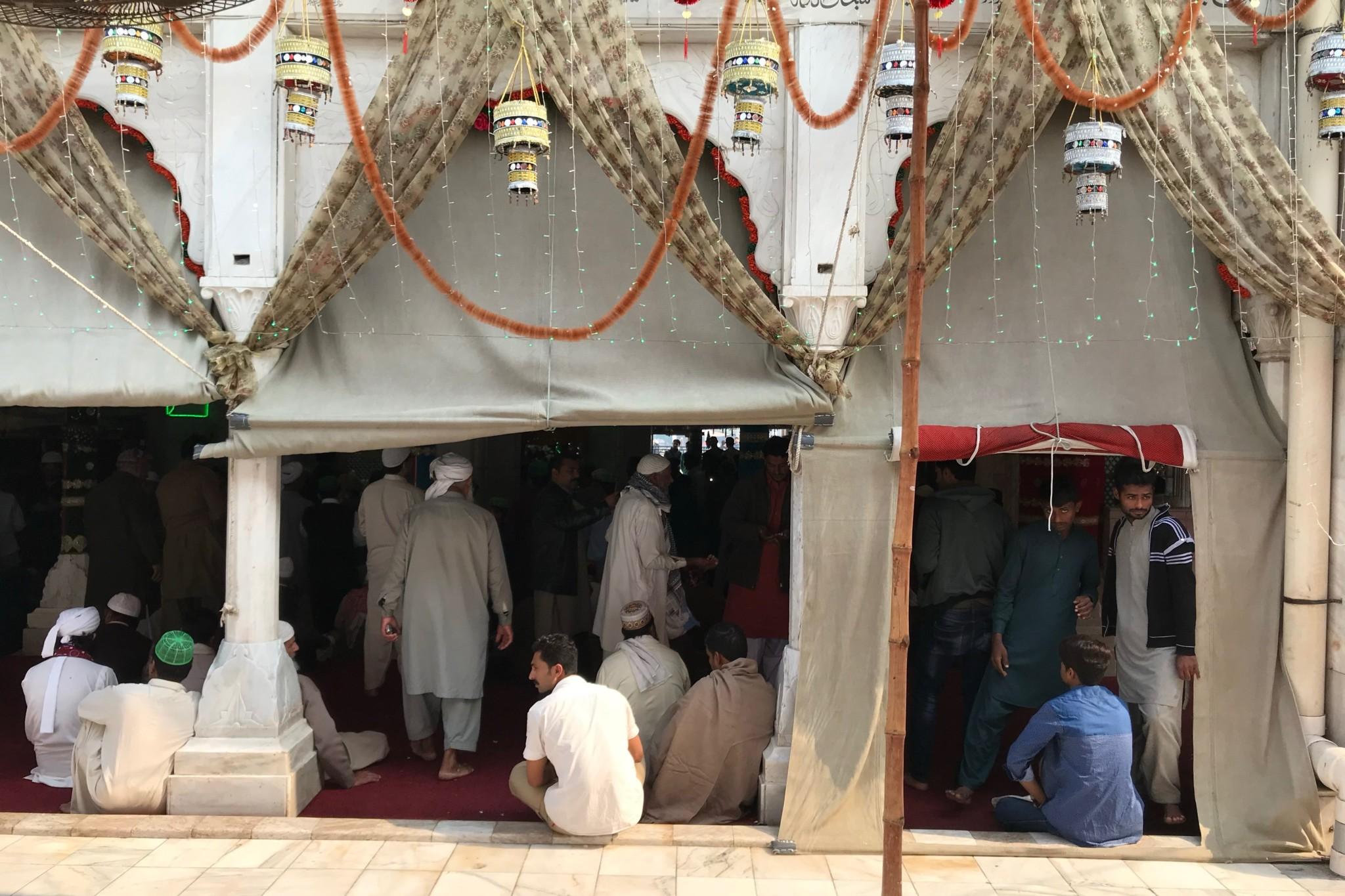 Gebet im Schrein von Lahore