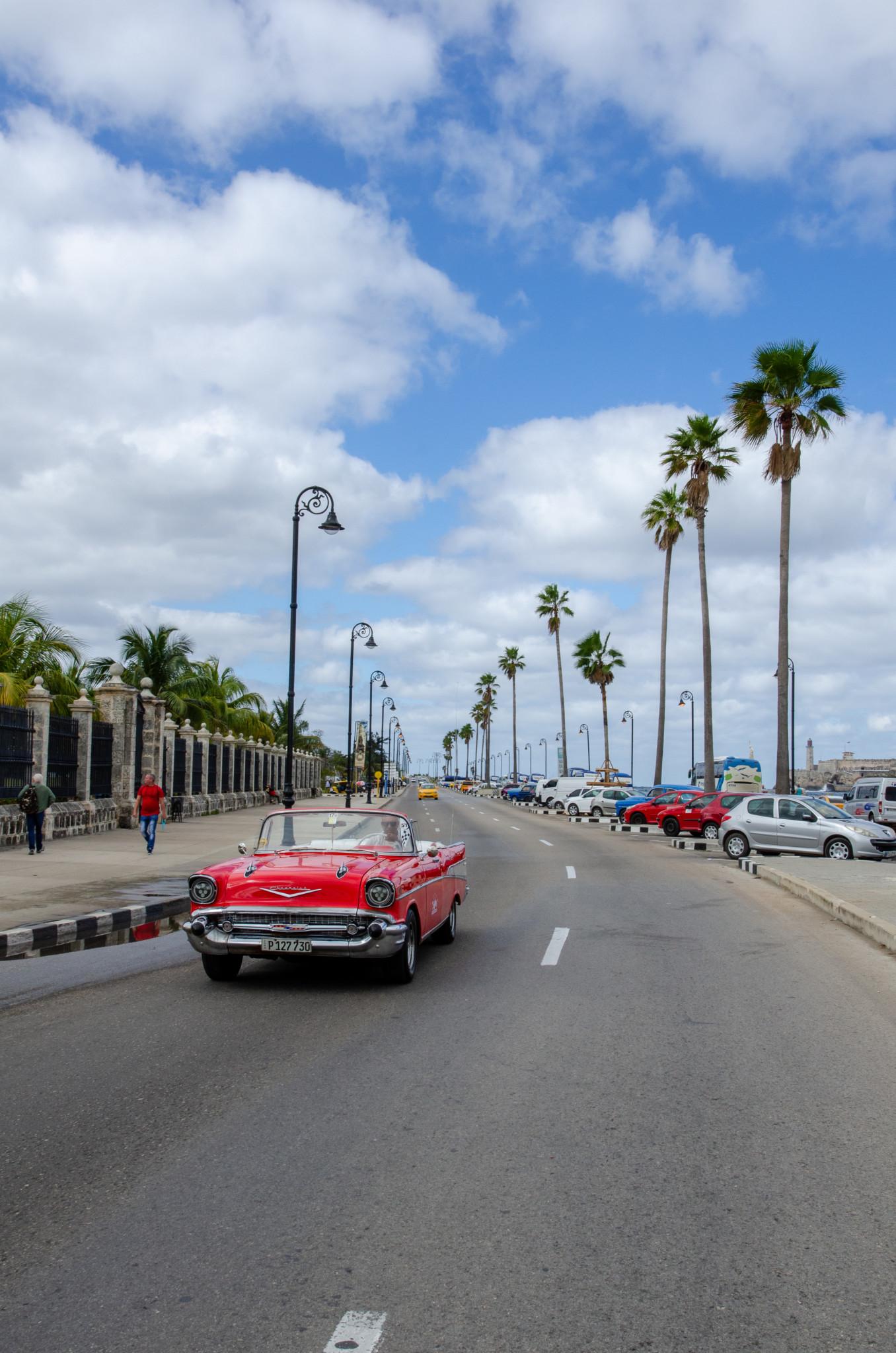 Oldtimer am Malecon in Havanna