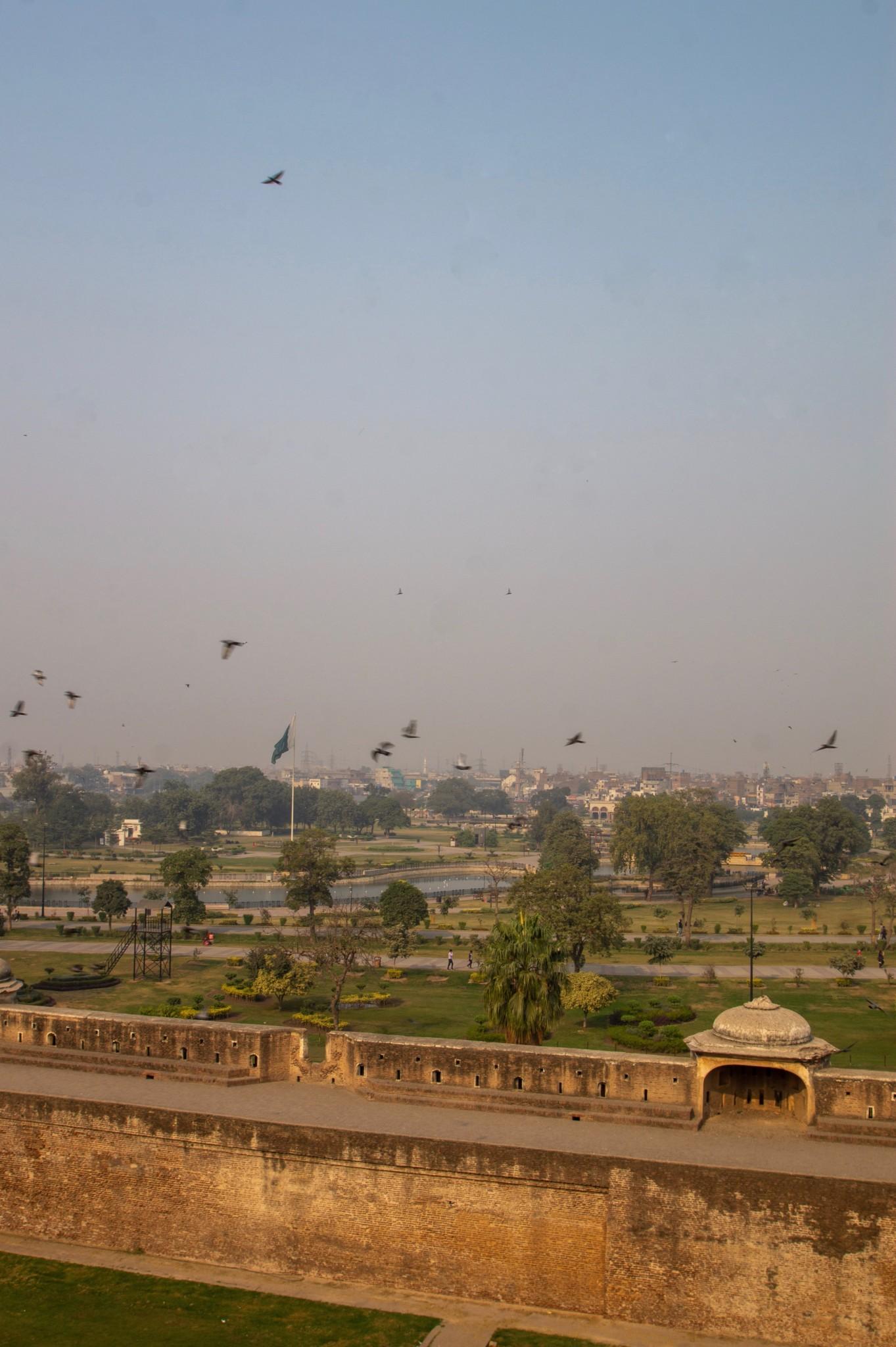 Ausblick auf den Greater Iqbal Park in Lahore