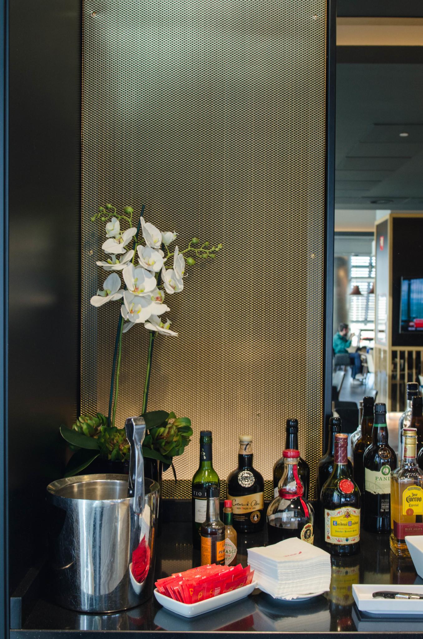 Getränke in der Iberia-Lounge für Latam-Gäste
