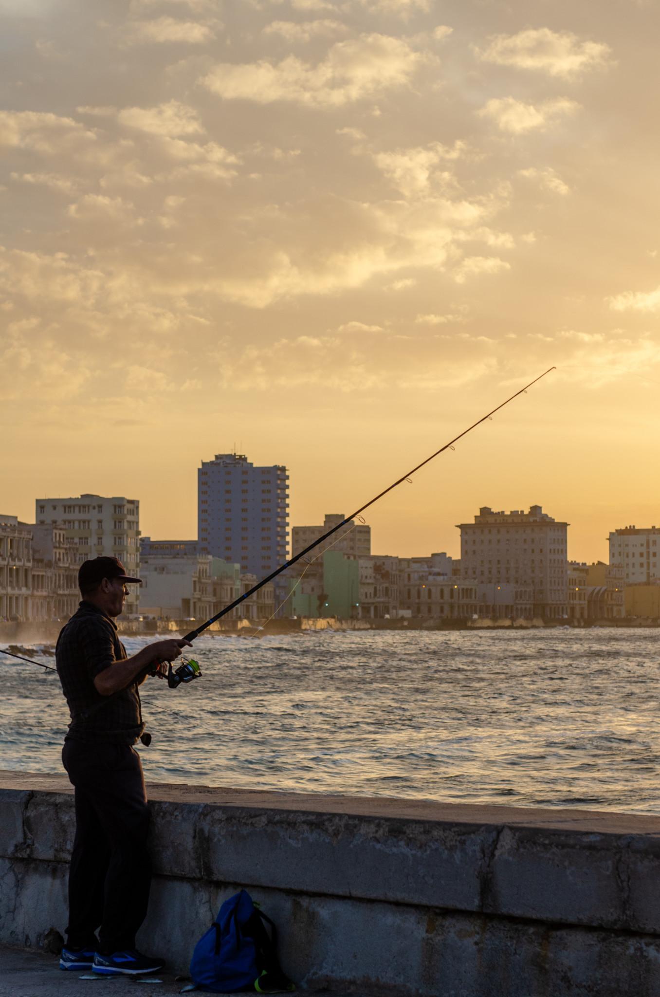Der Malecon in Havanna ist besonders zum Sonnenuntergang schön