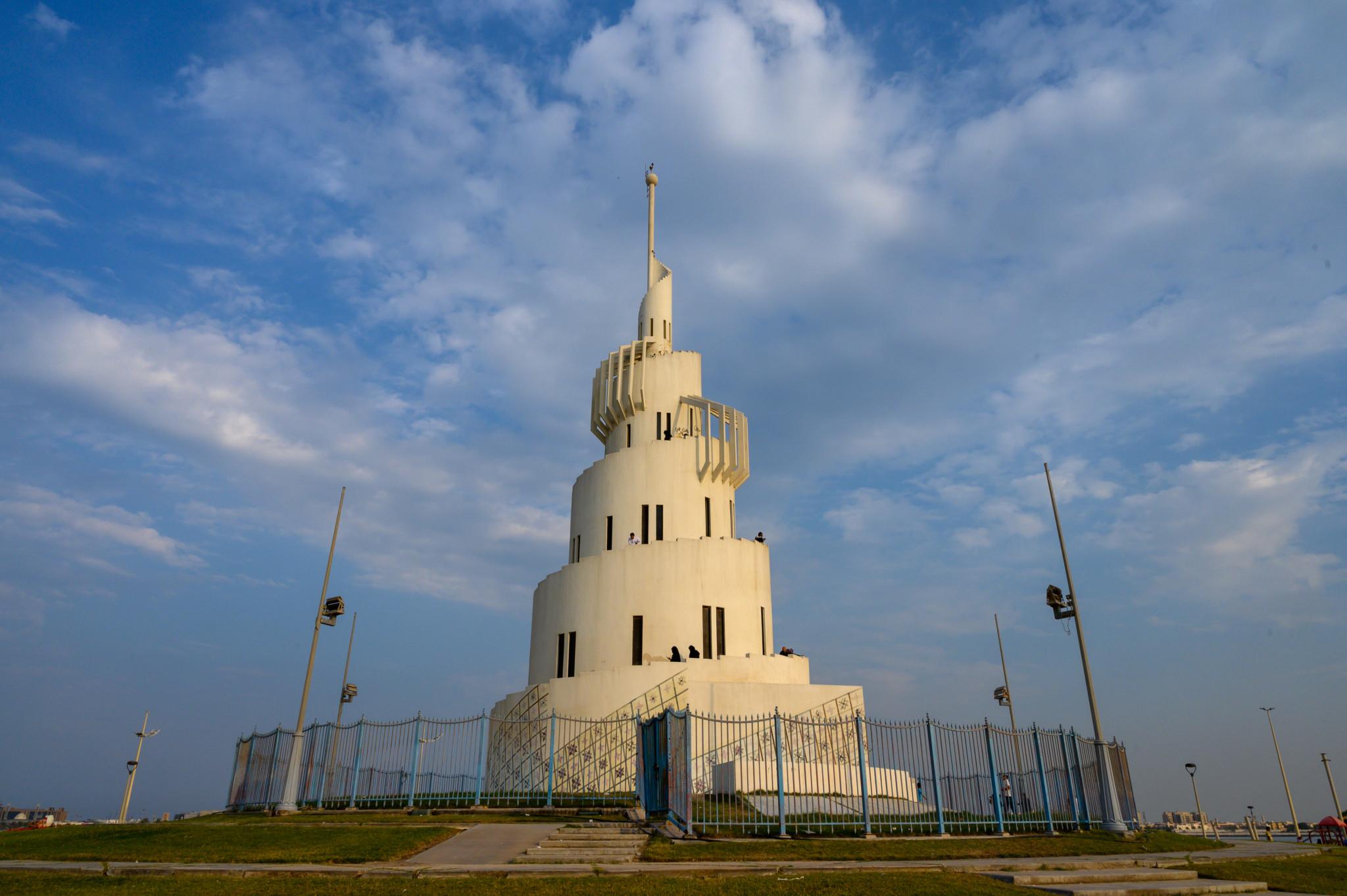 Der Turm auf Marjan Island gehört auch zu den Sehenswürdigkeiten in Saudi
