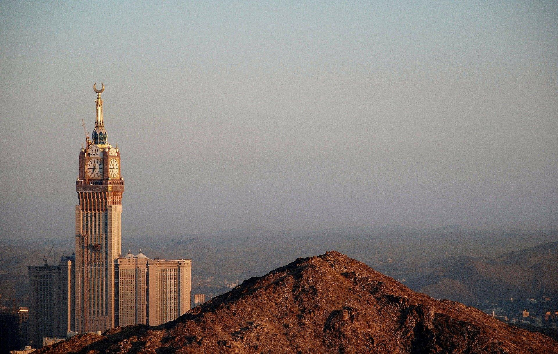 Der riesige Clock Tower von Mekka ist ein echtes Wahrzeichen
