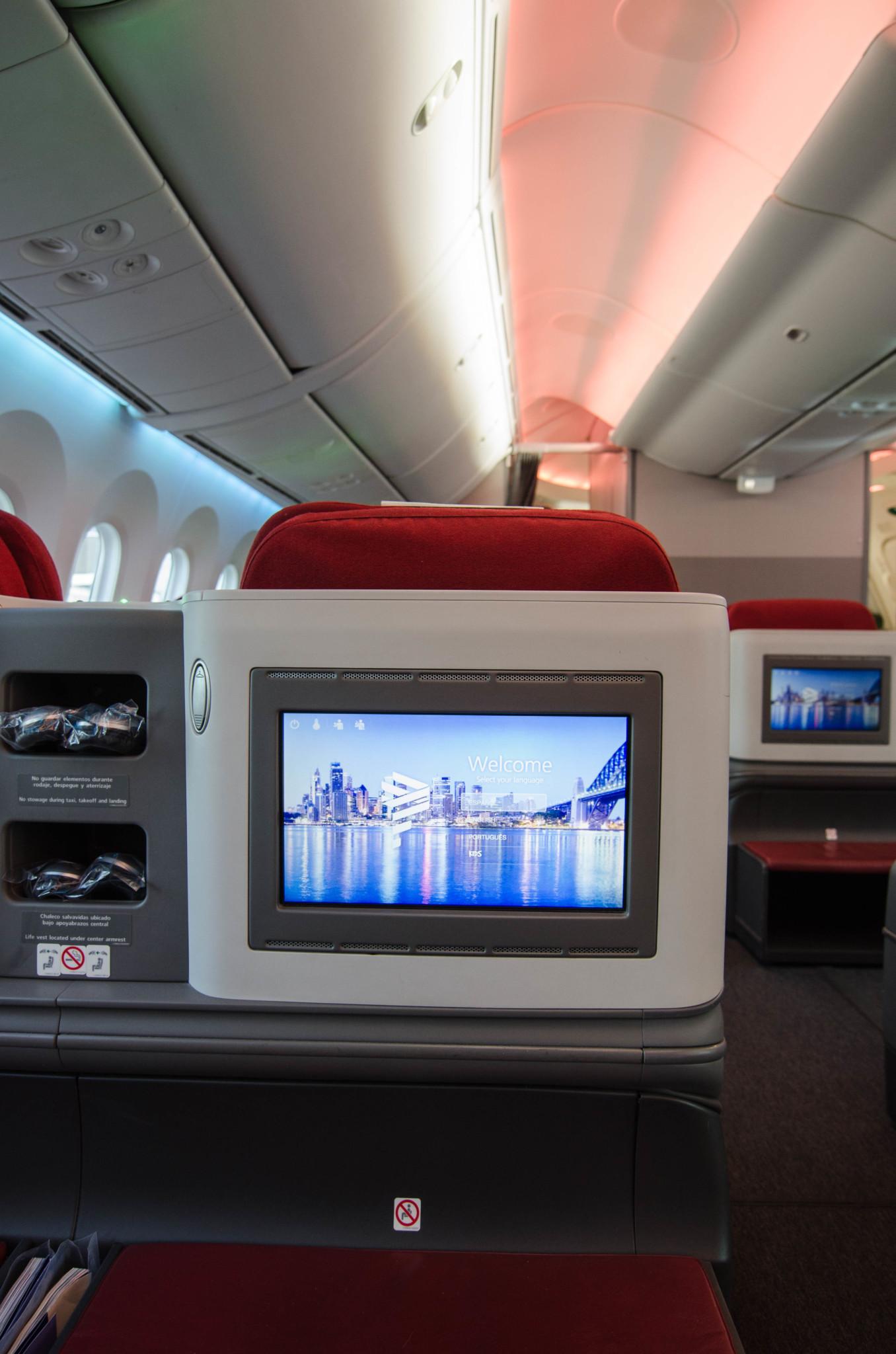 Monitor in den Sitzen der Business Class im Dreamliner
