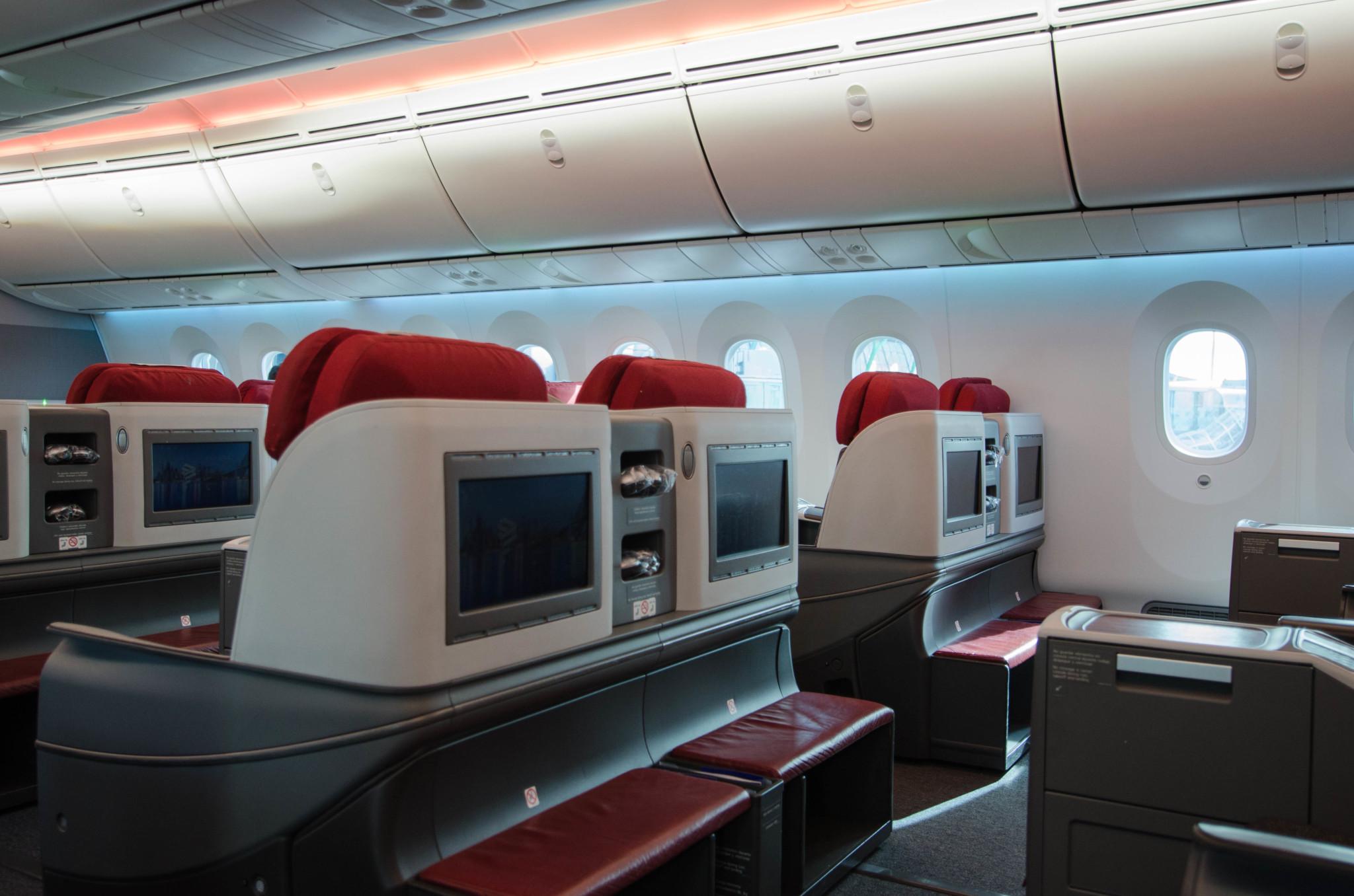 Monitore der Sitze im Dreamliner von Latam