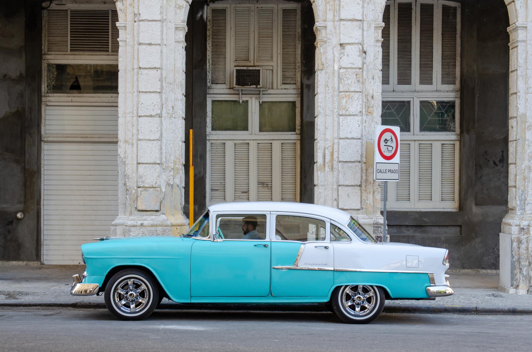 Oldtimer gehören zu Havanna in Kuba dazu
