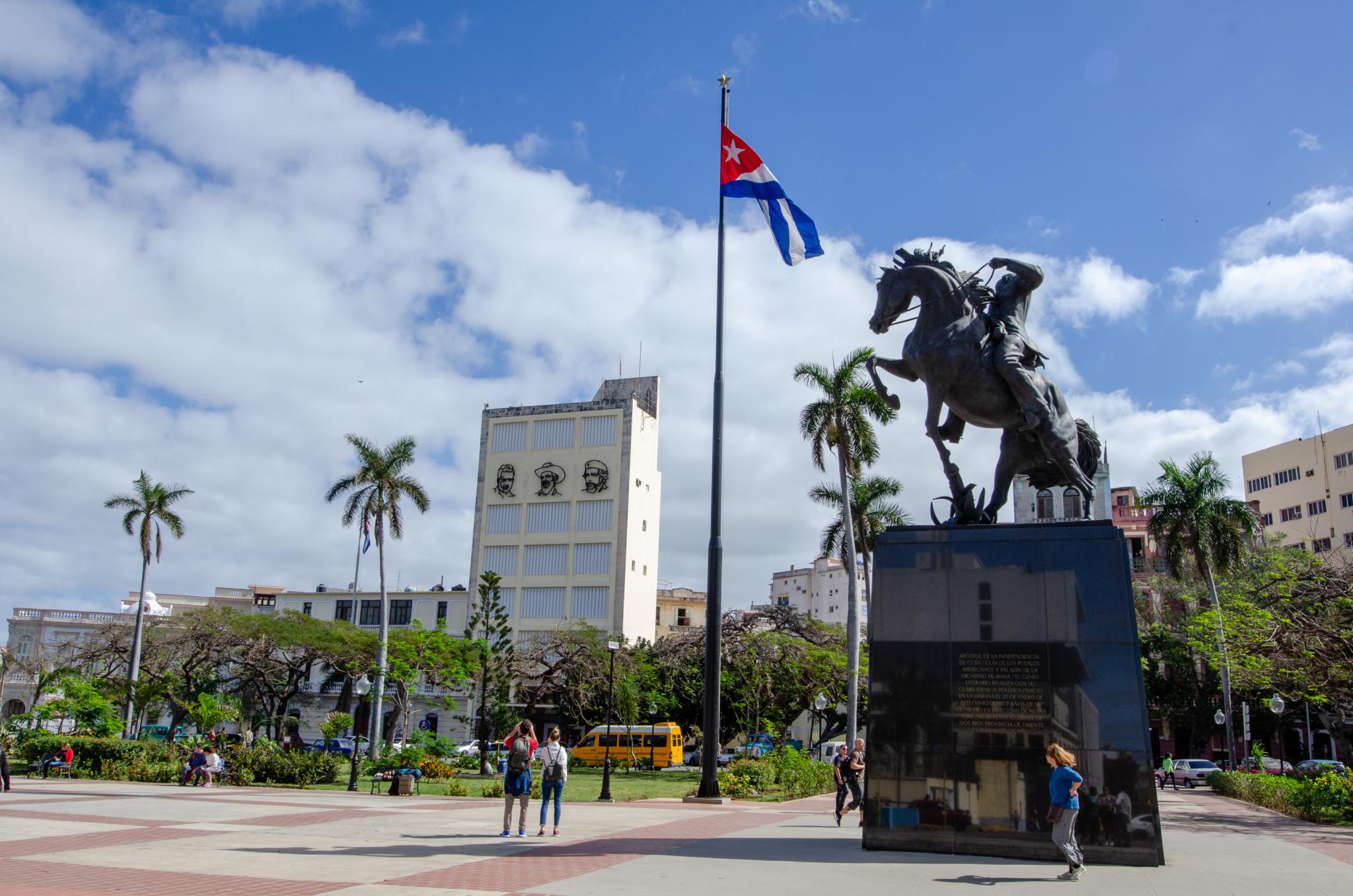 Platz mit Statue