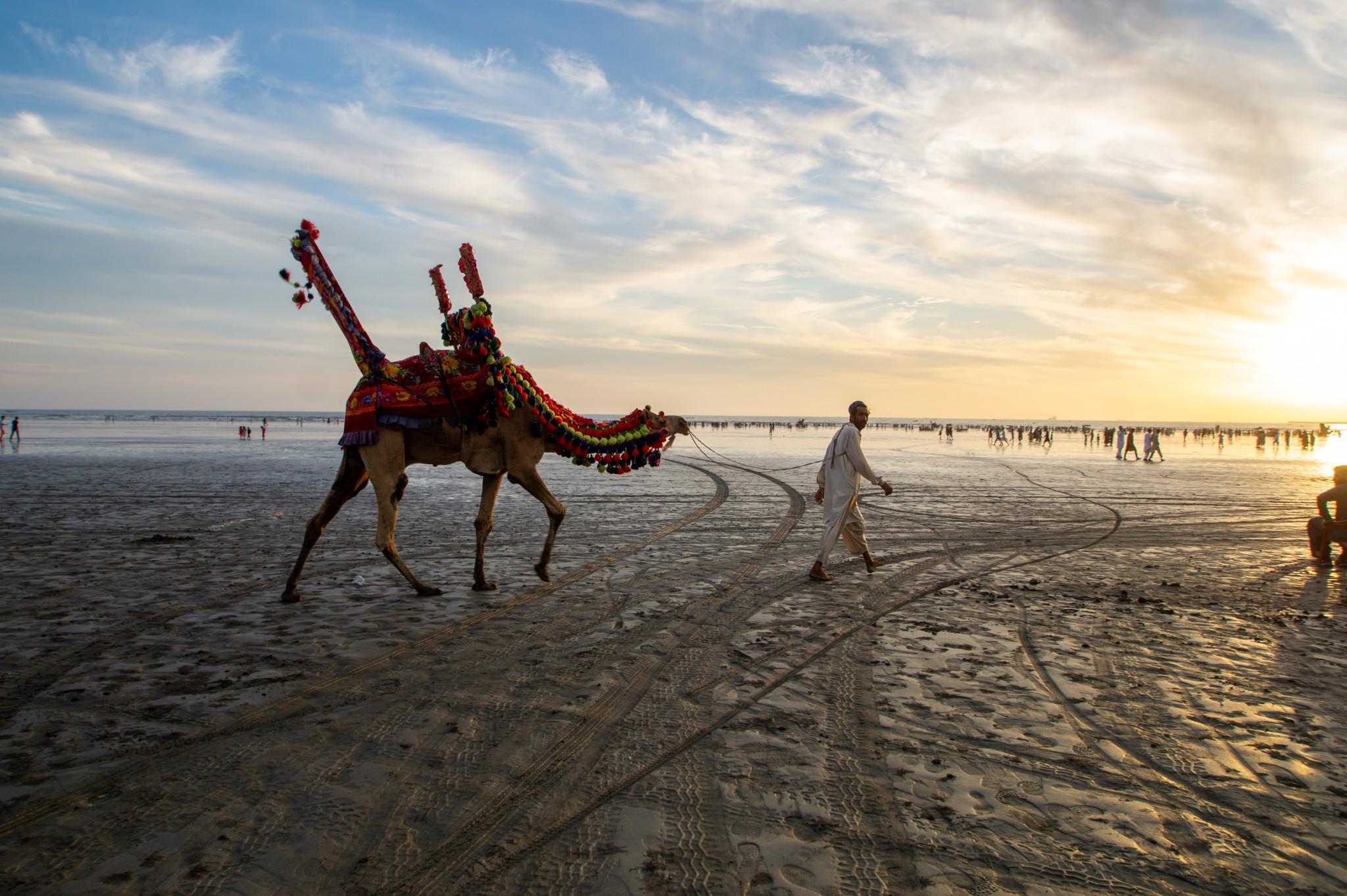 Typisch Karatschi: Sonnenuntergang am Clifton Beach