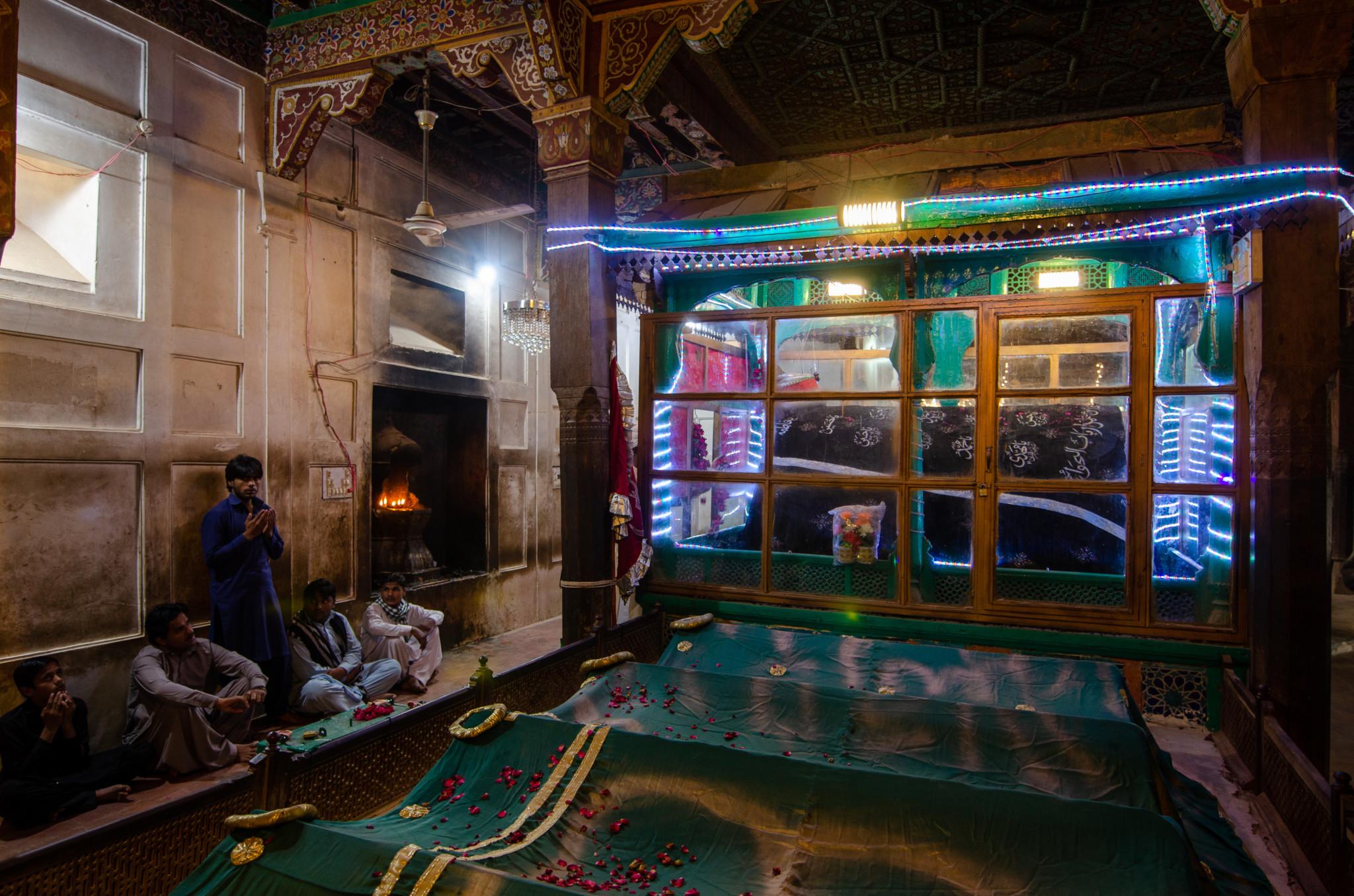 Sicherheit wird in den Sufi Schreinen in Pakistan meist geboten