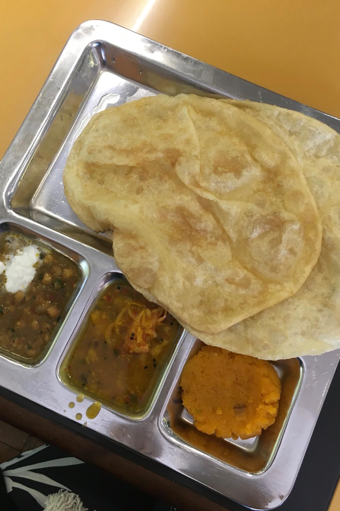 Frühstück im Tooso Nashta in Karatschi