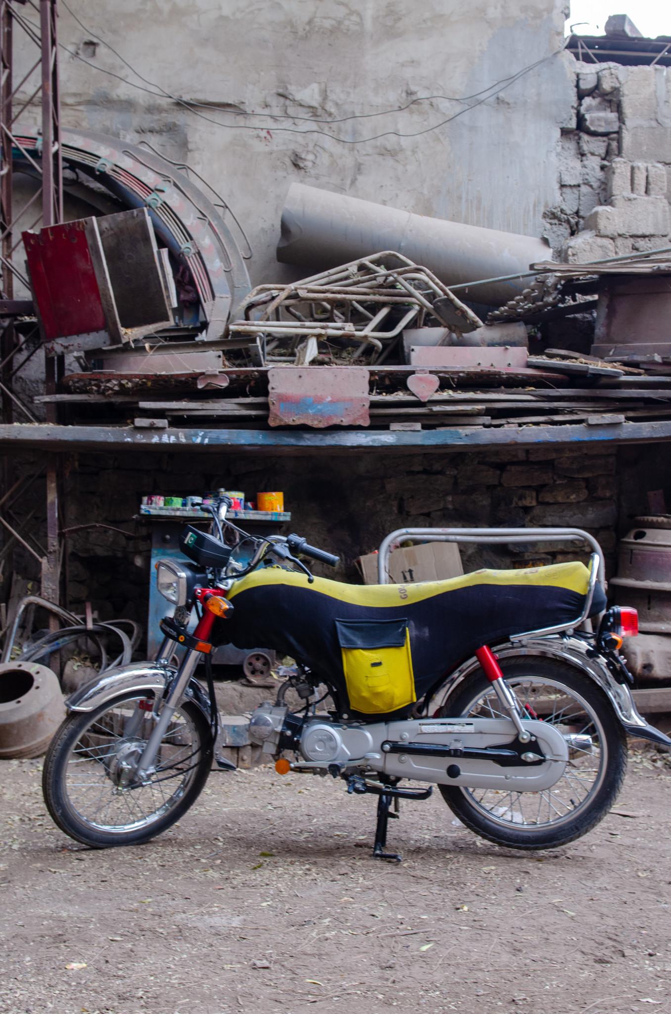 Typisches Moped in Pakistan