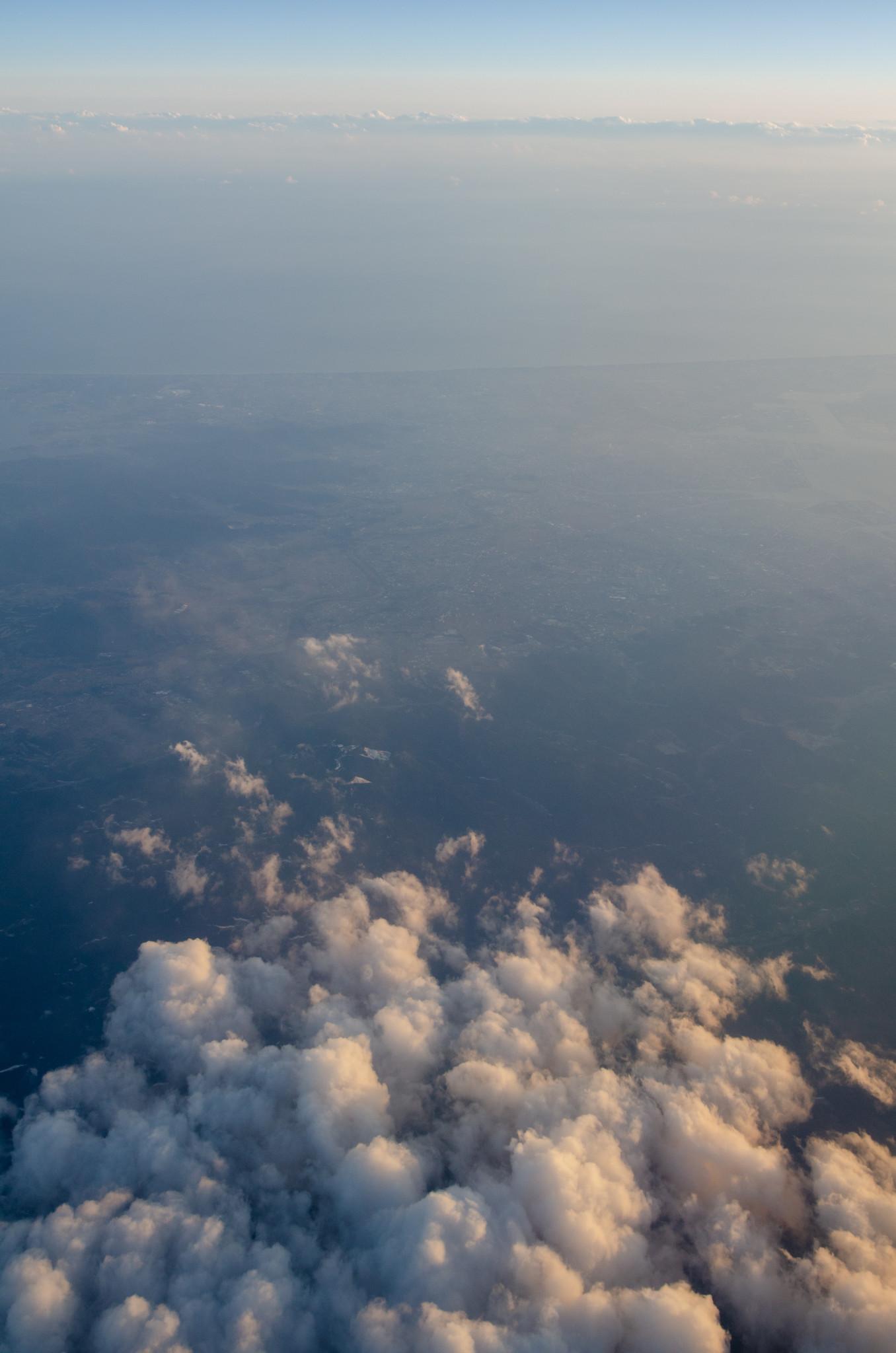 Über den Wolken in der Cathay Boeing 777-300