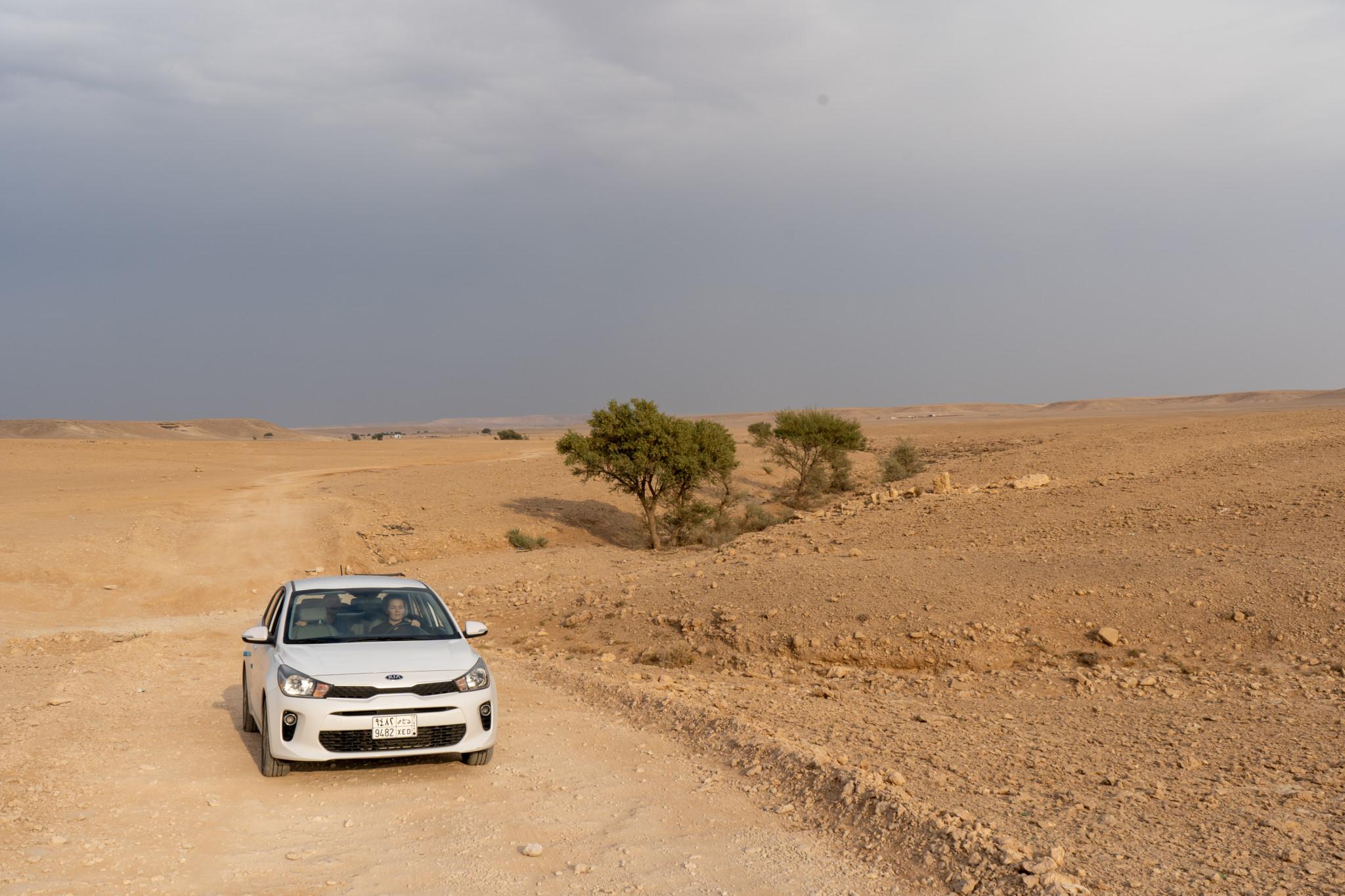 Der Weg zum Edge of the World führt durch endlose Wüste