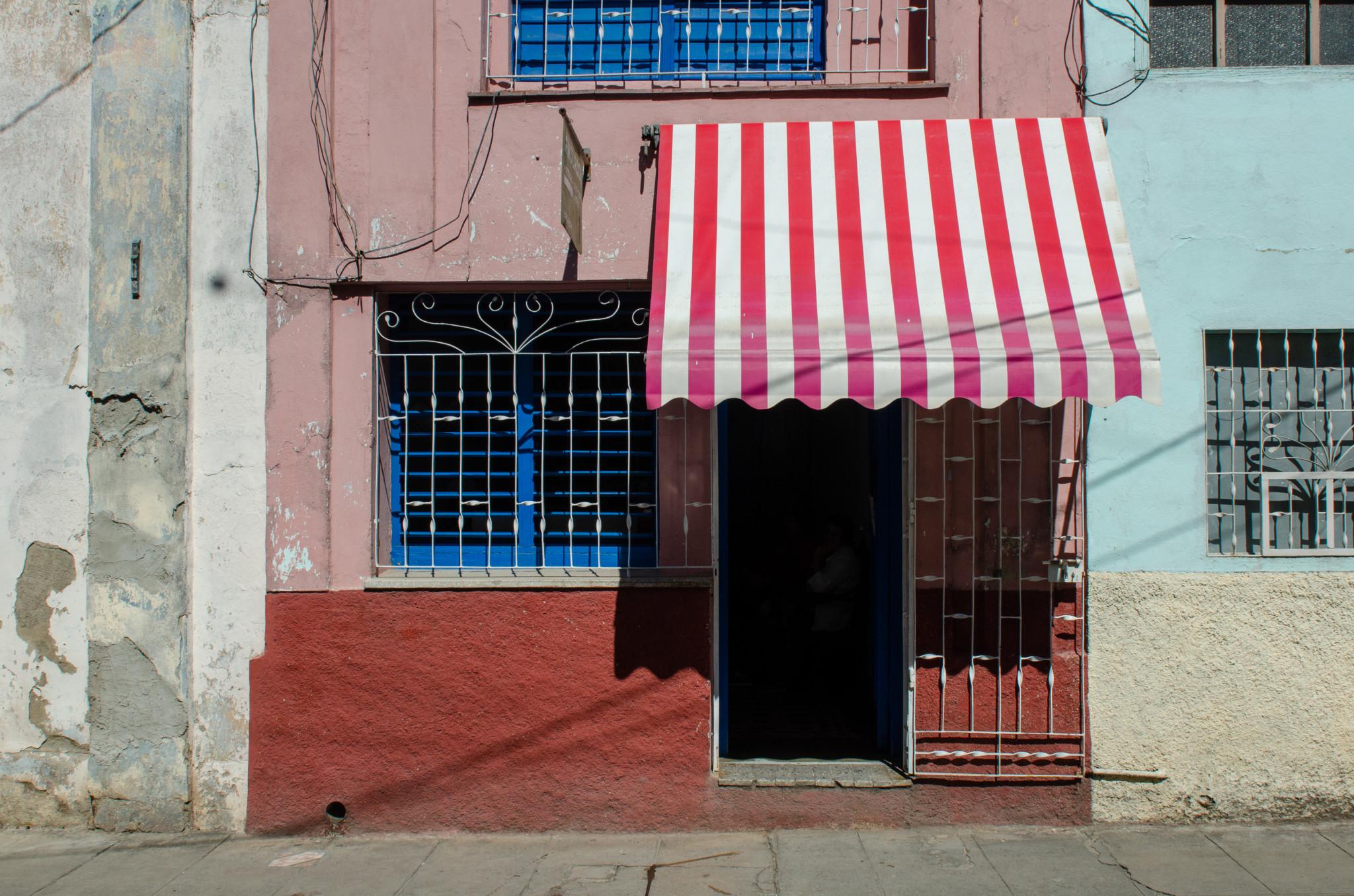Typische Fassade in Kuba