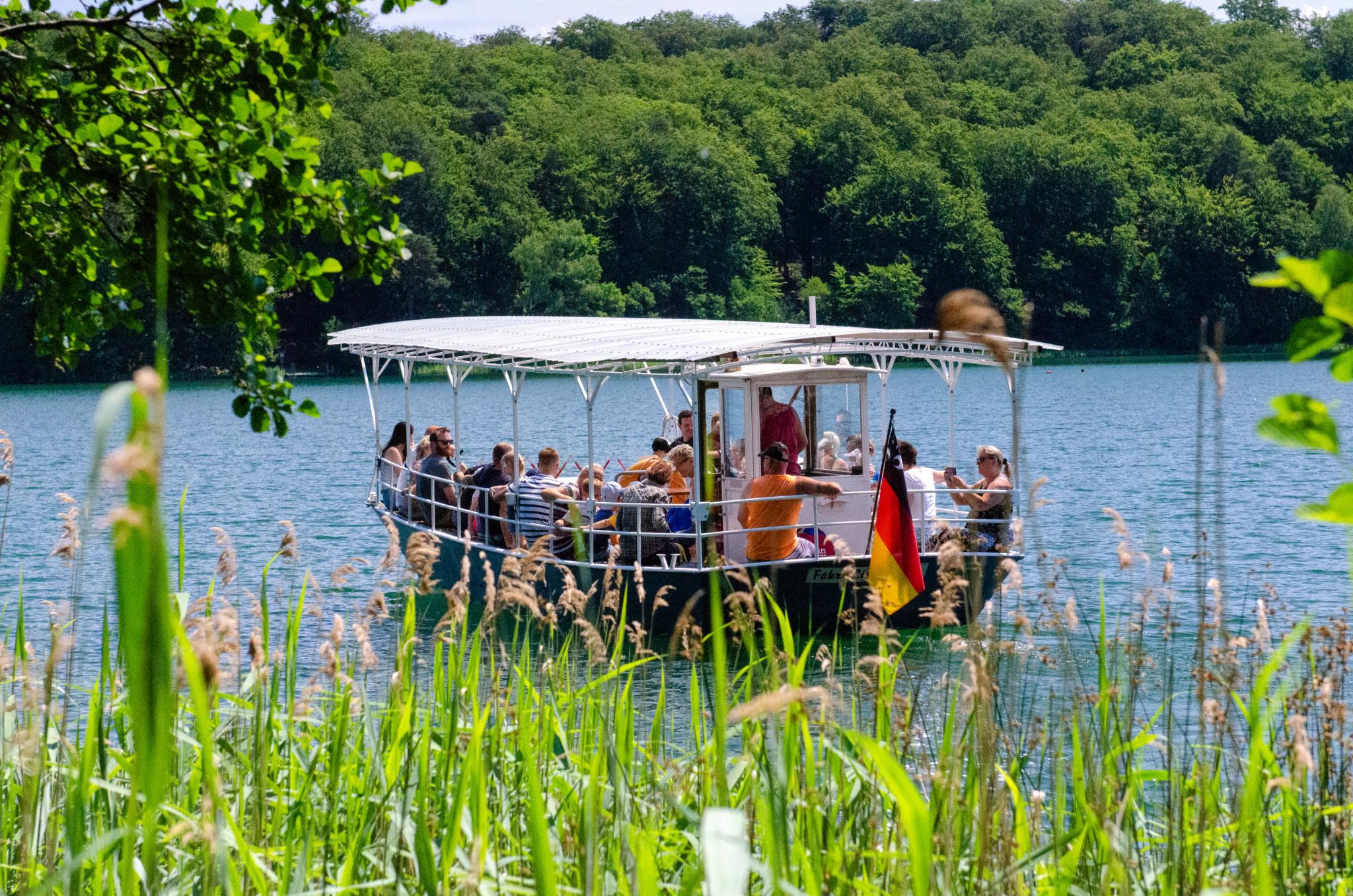 Mit der Fähre Frida auf dem Liepnitzsee in der Nähe von Berlin