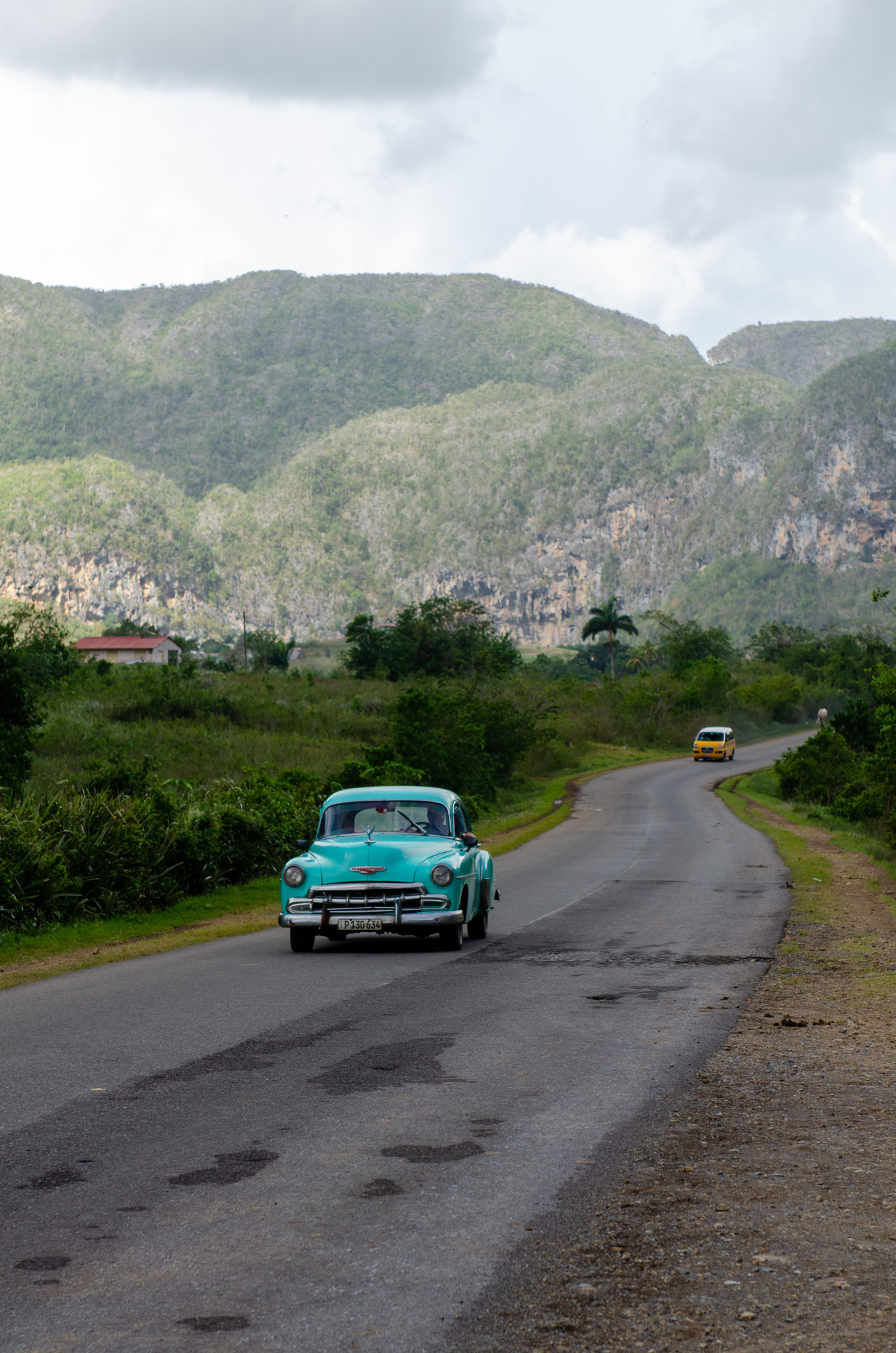 Oldtimer im Valle de Vinales in Kuba