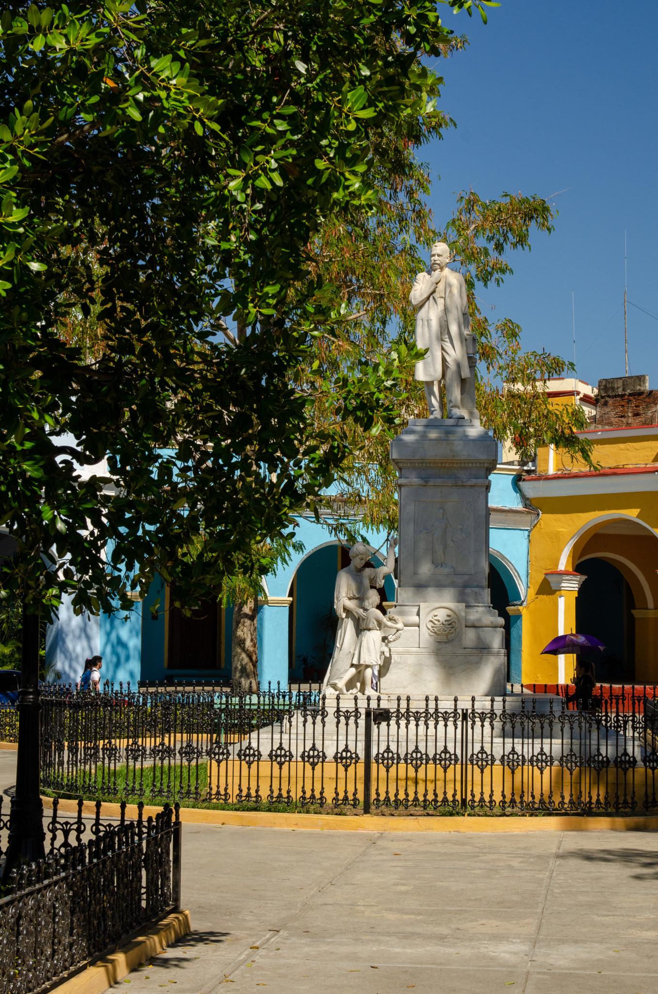 Statue im Parque Serafin Sanchez