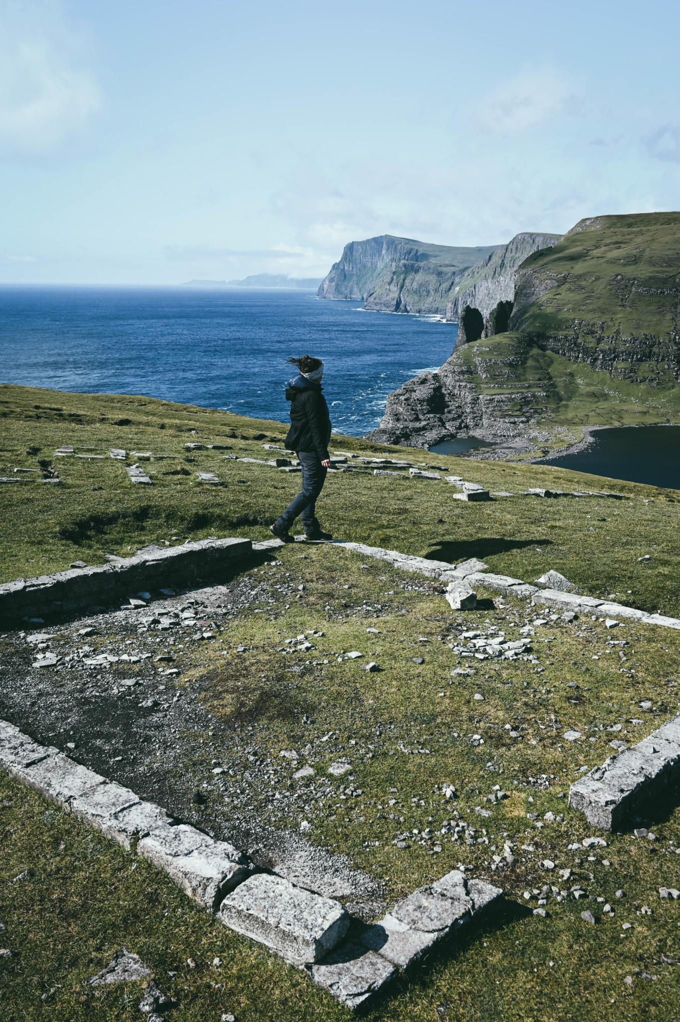 Beliebter Fotostopps: Sørvagsvatn und Trælanípa