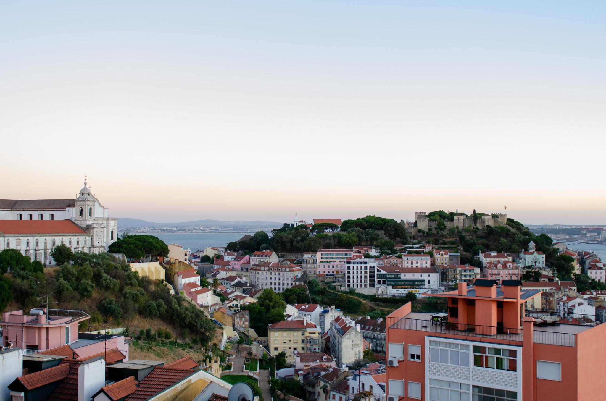 Ausblick über die Lissabon Sehenswürdigkeiten von einem Miradouro aus