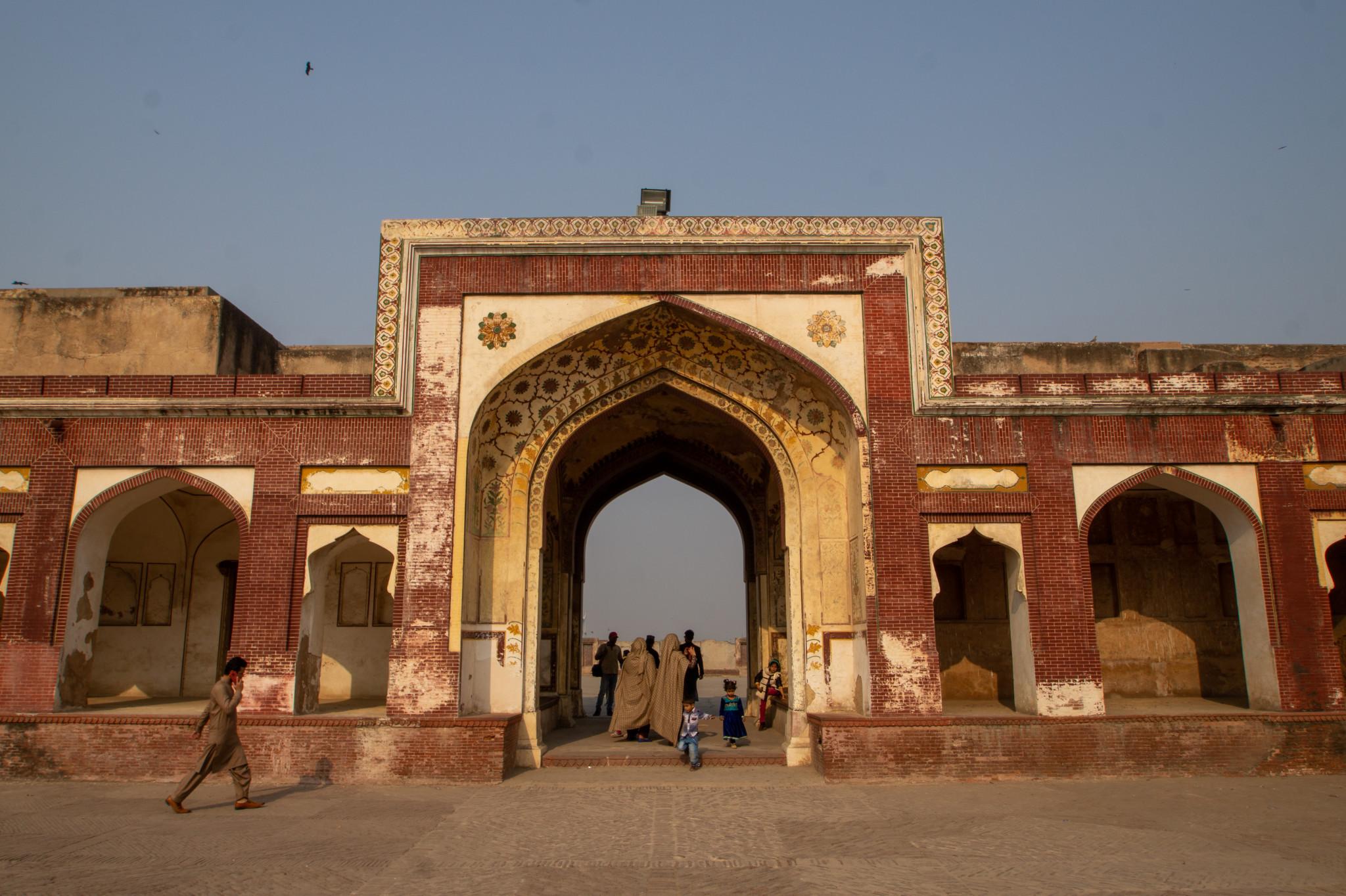 Eingang zur Badshahi Moschee in Lahore