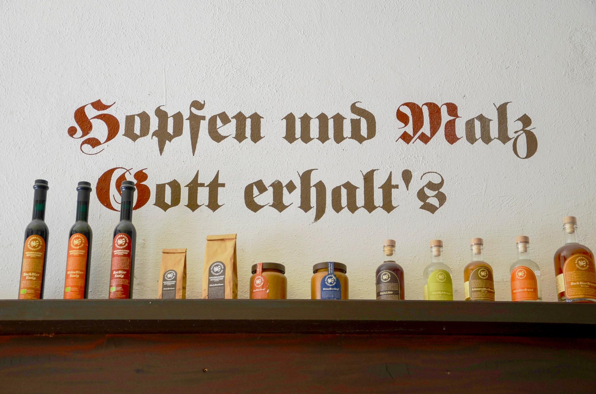 Der bekannte Bierspruch an einer Wand in Nürnberg