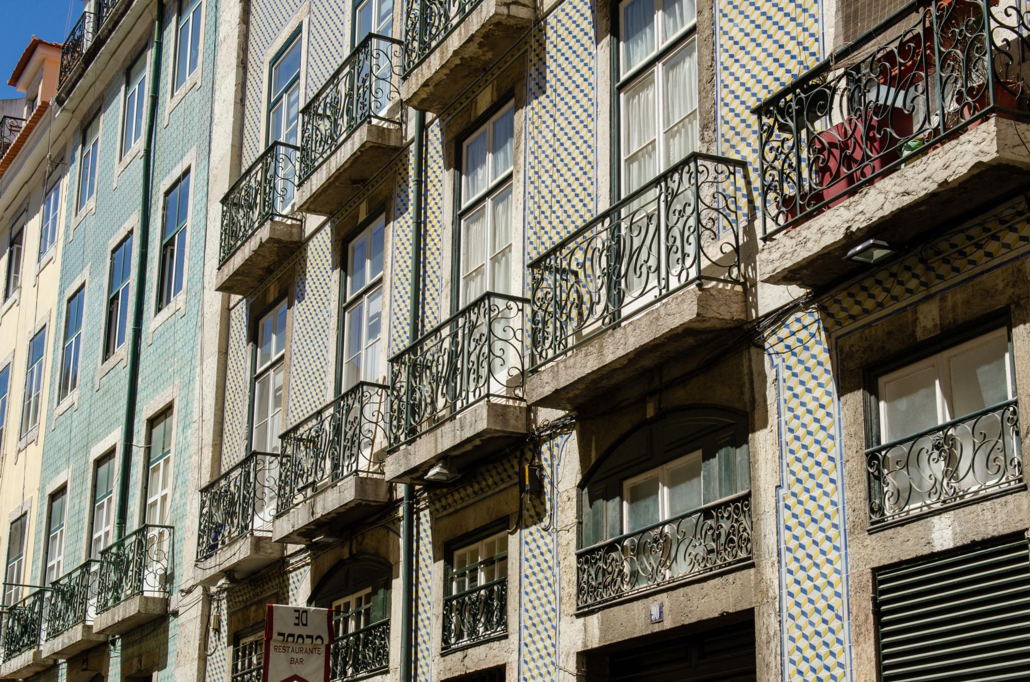 Typische Fassade in der Altstadt von Lissabon