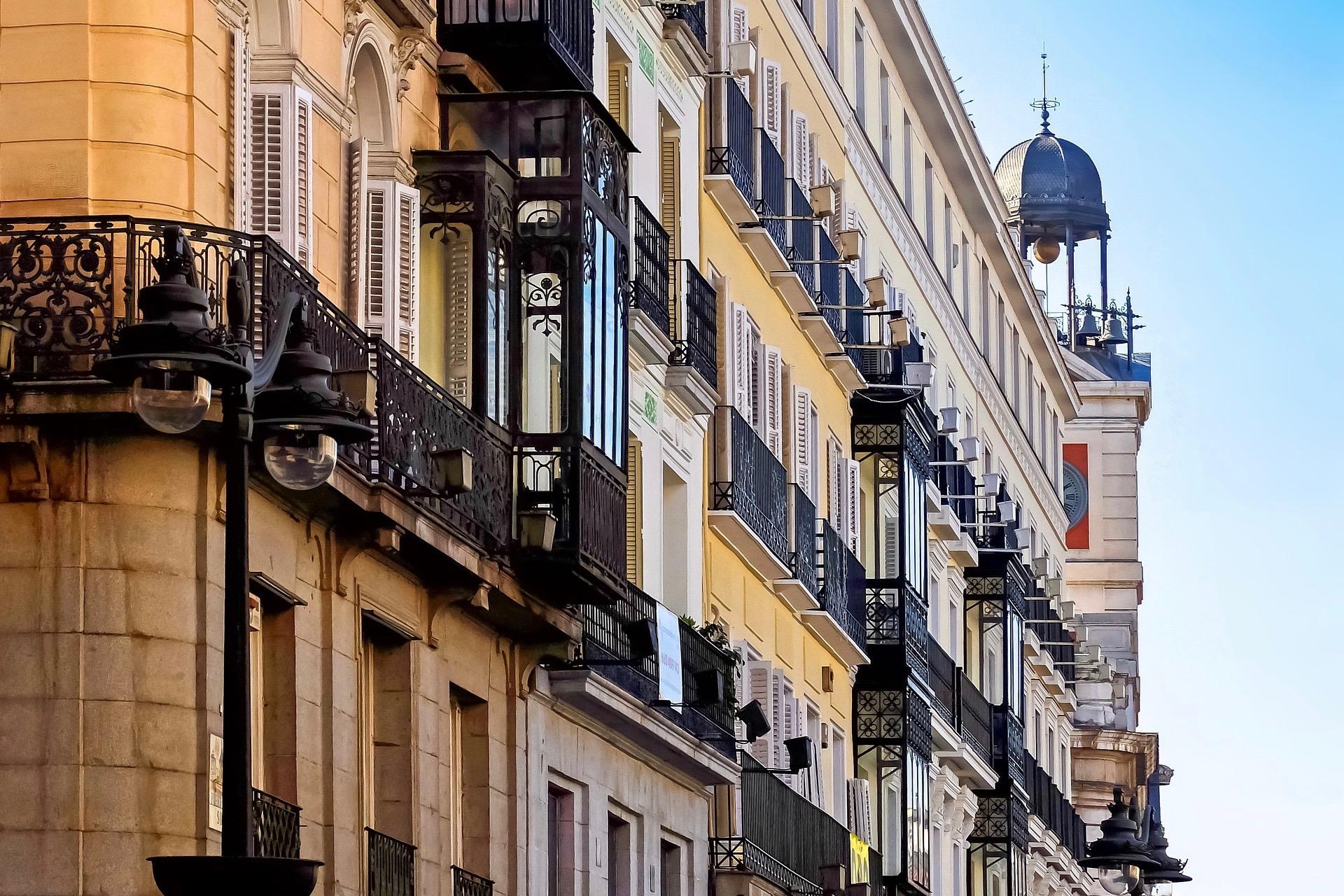 Typische Architektur findet man zwischen den Madrid Sehenswürdigkeiten immer wieder