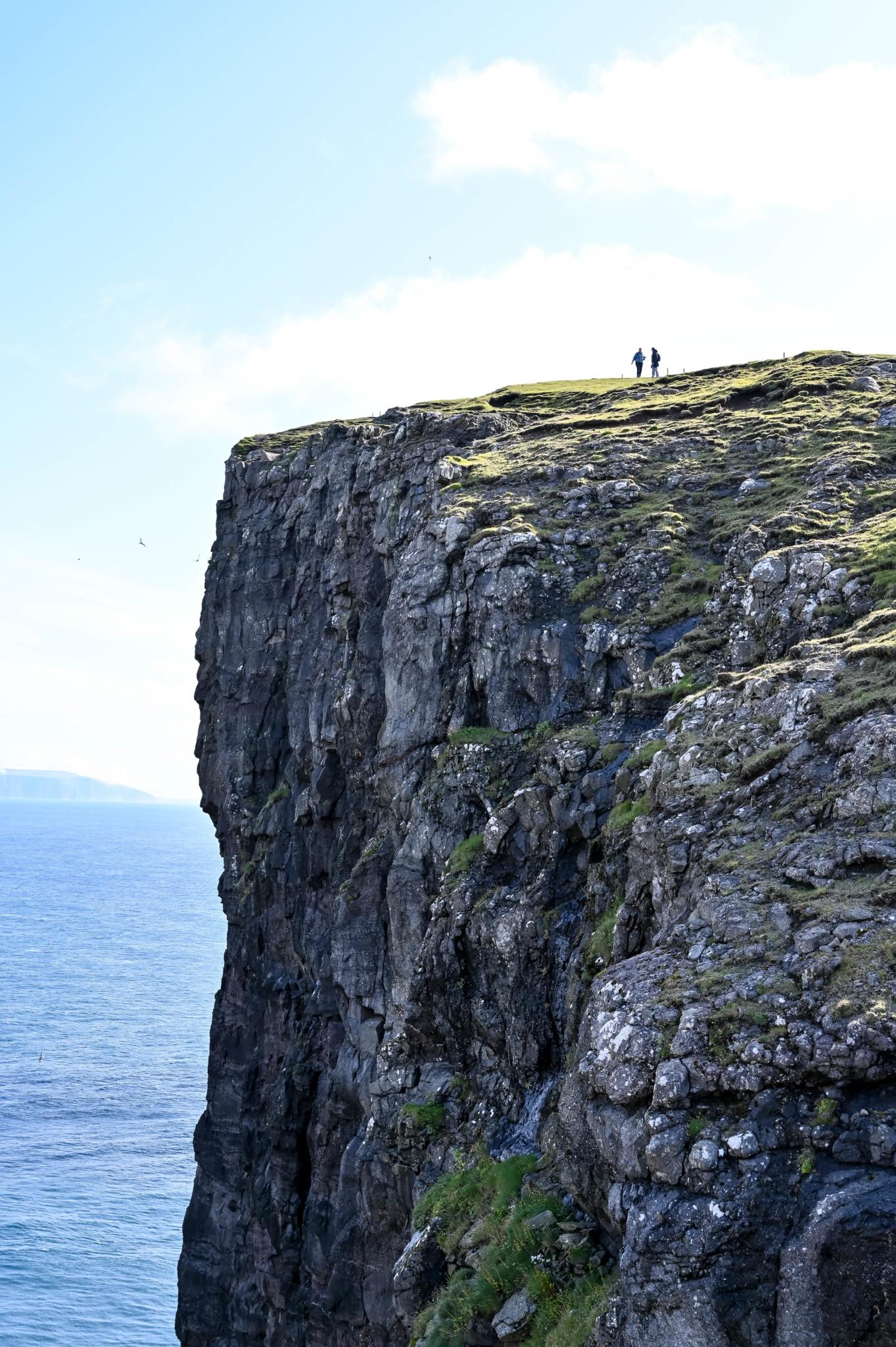 Ausblick von Sørvagsvatn und Trælanípa