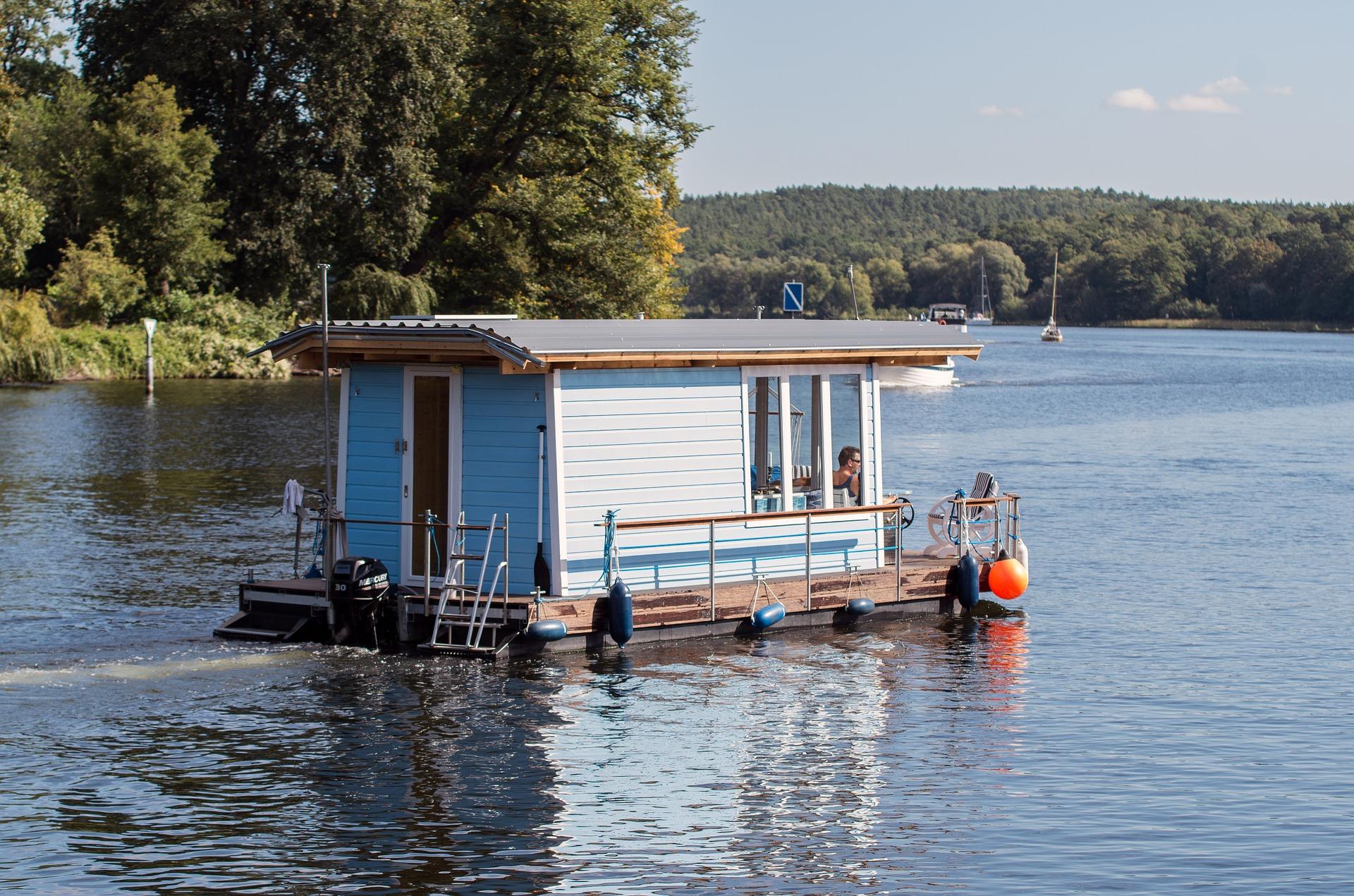 Mit dem Hausboot über die Havel schippern