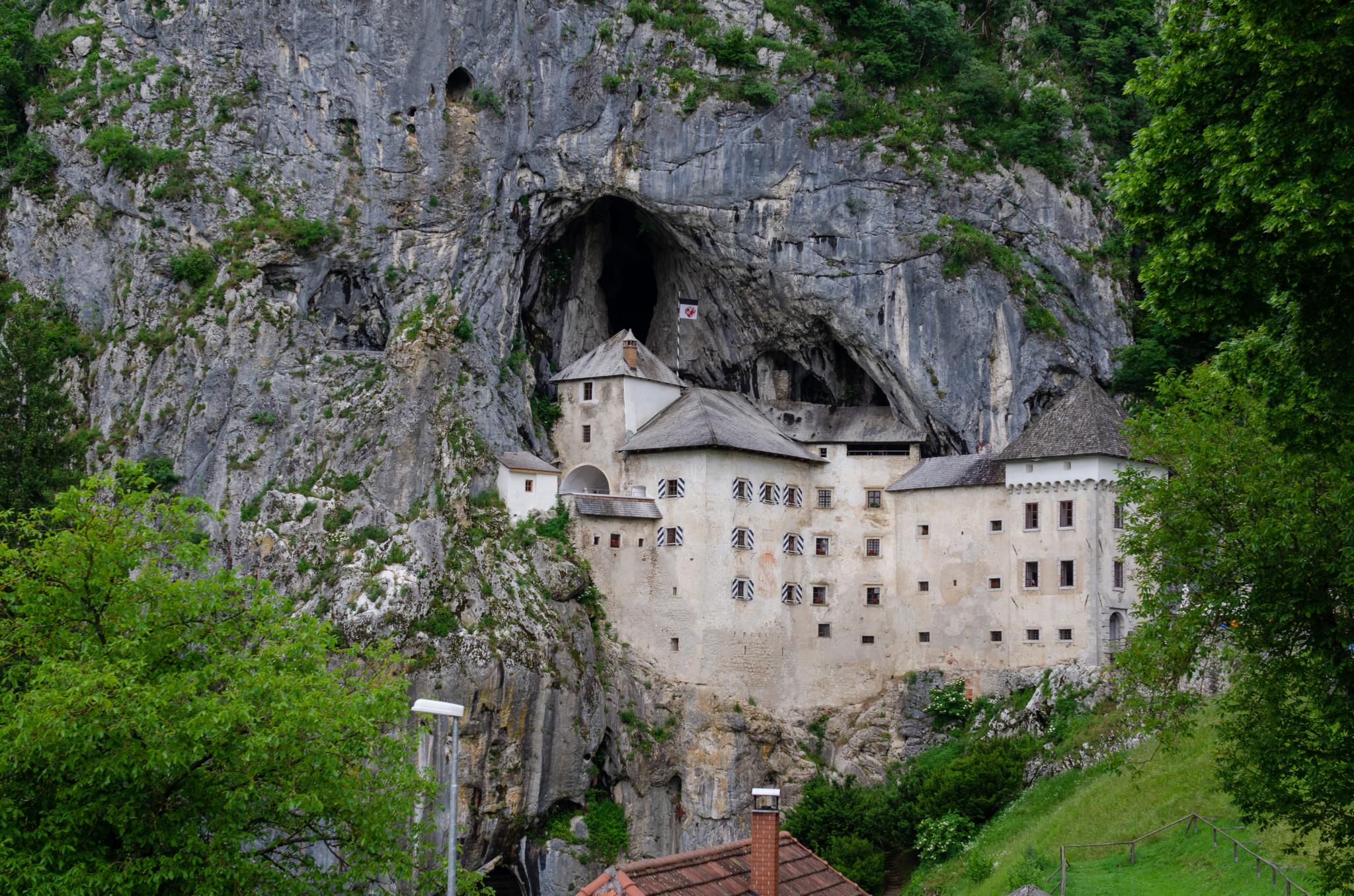 Im Slowenien Urlaub sollte ein Besuch in der Predjama Höhlenburg nicht fehlen