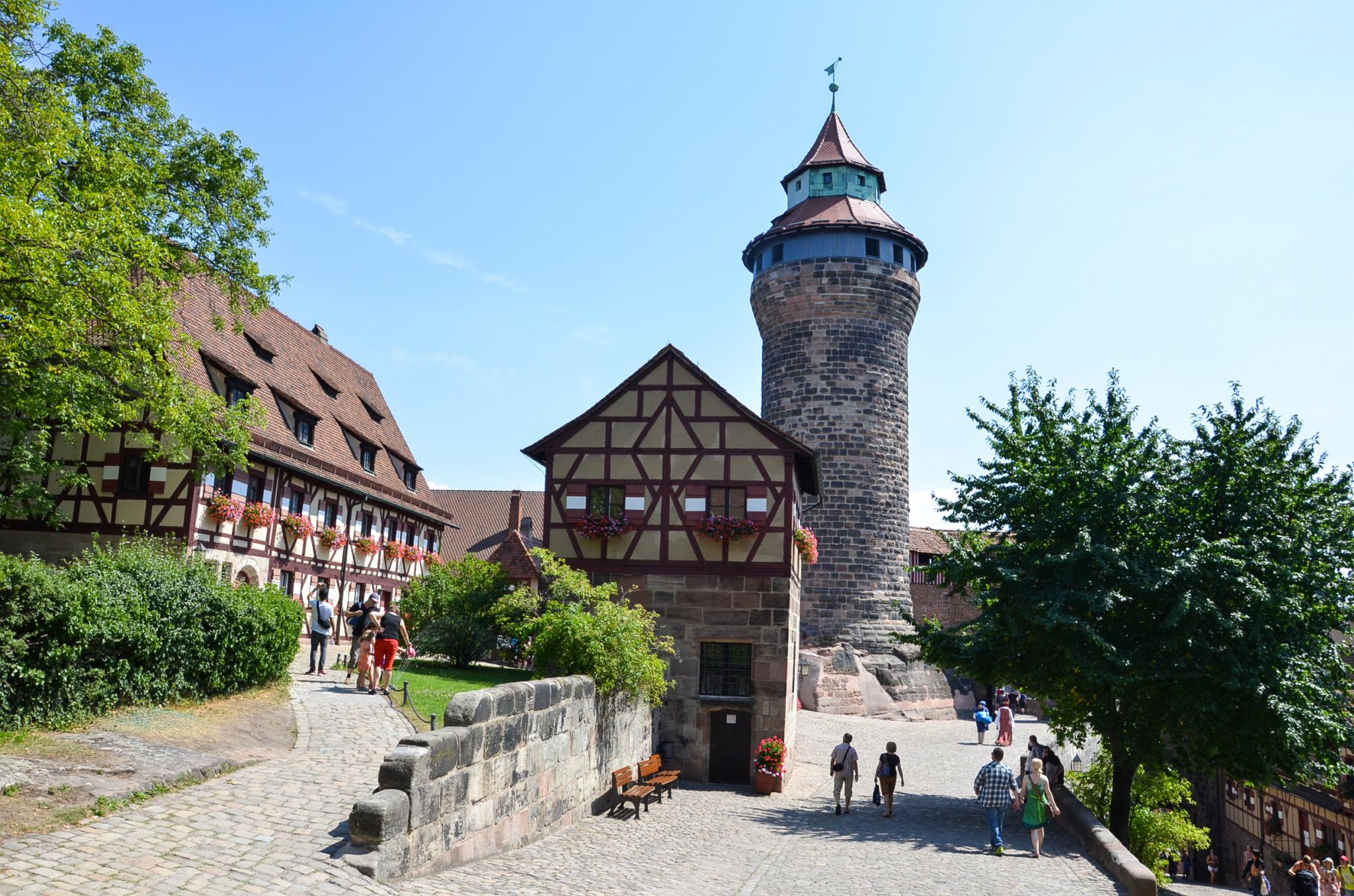 Die Kaiserburg in Nürnberg ist im Sommer besonders schön