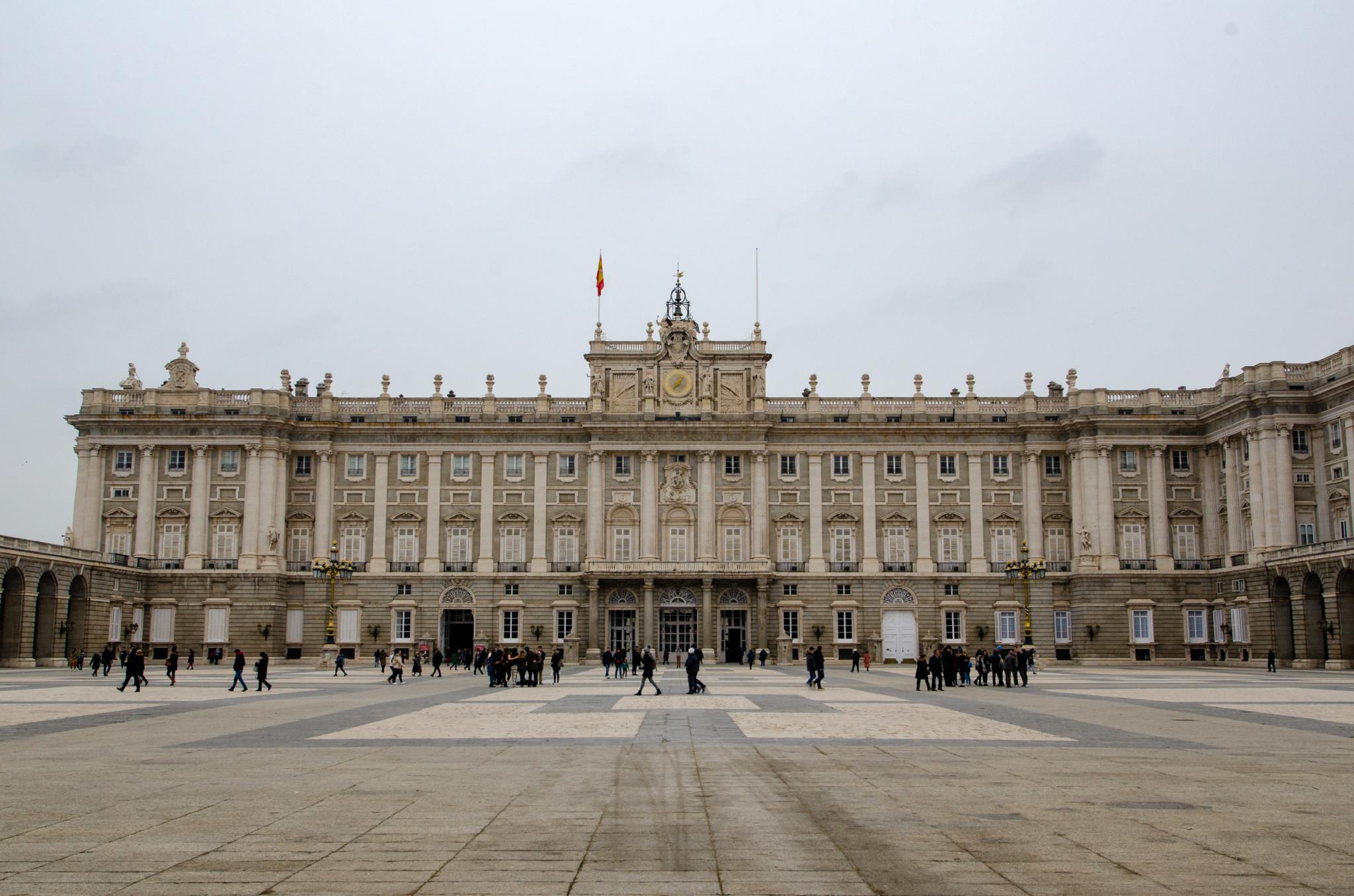Der Königspalast gehört zu den wichtigsten Madrid Sehenswürdigkeiten