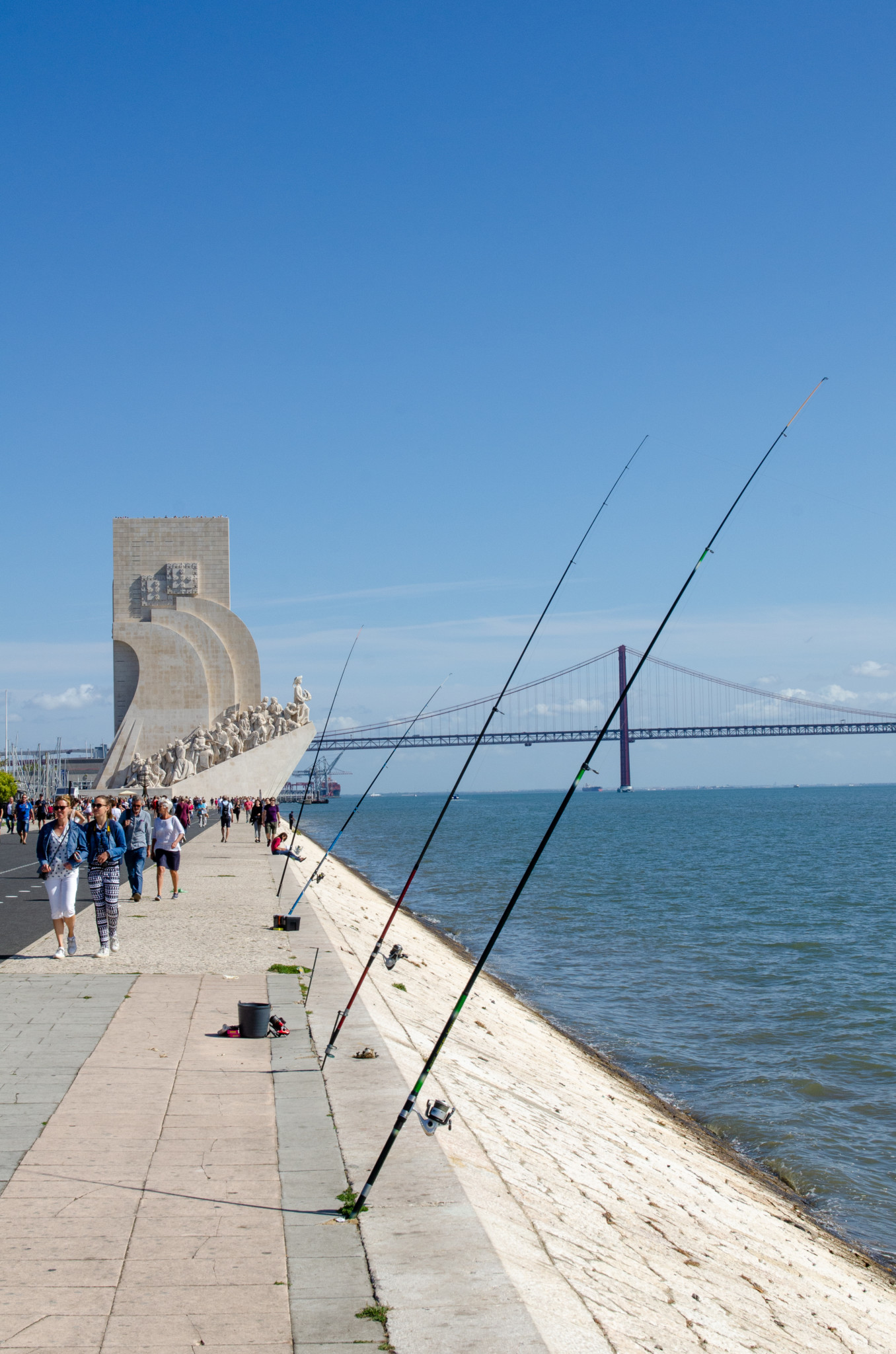 Angler stehen in Belem überall