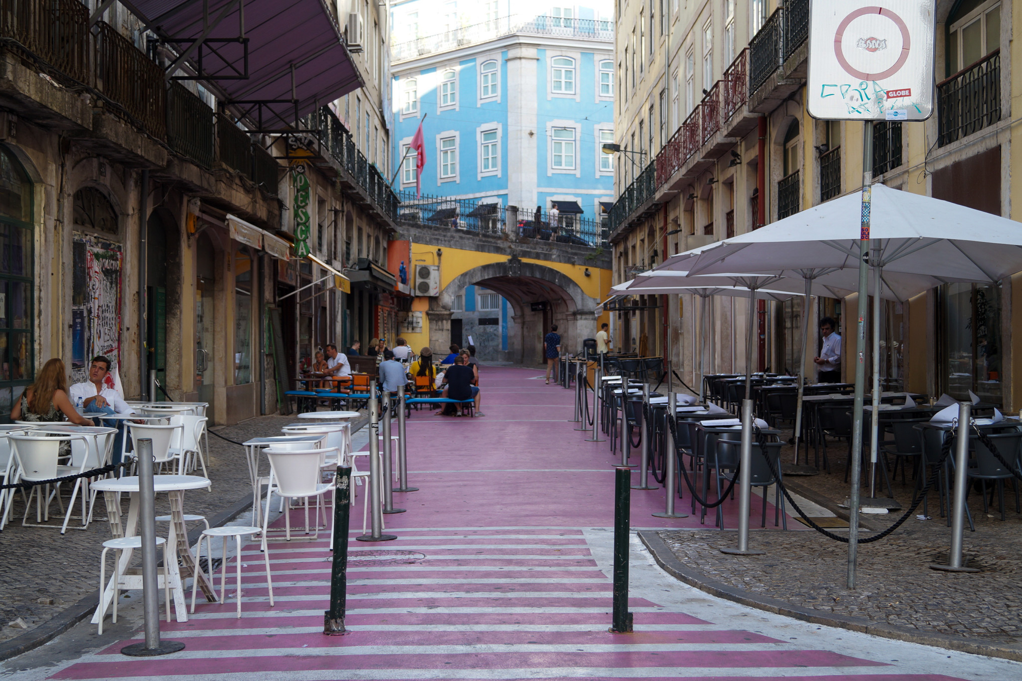 Pink Street ist einer der touristischeren Lissabon Tipps