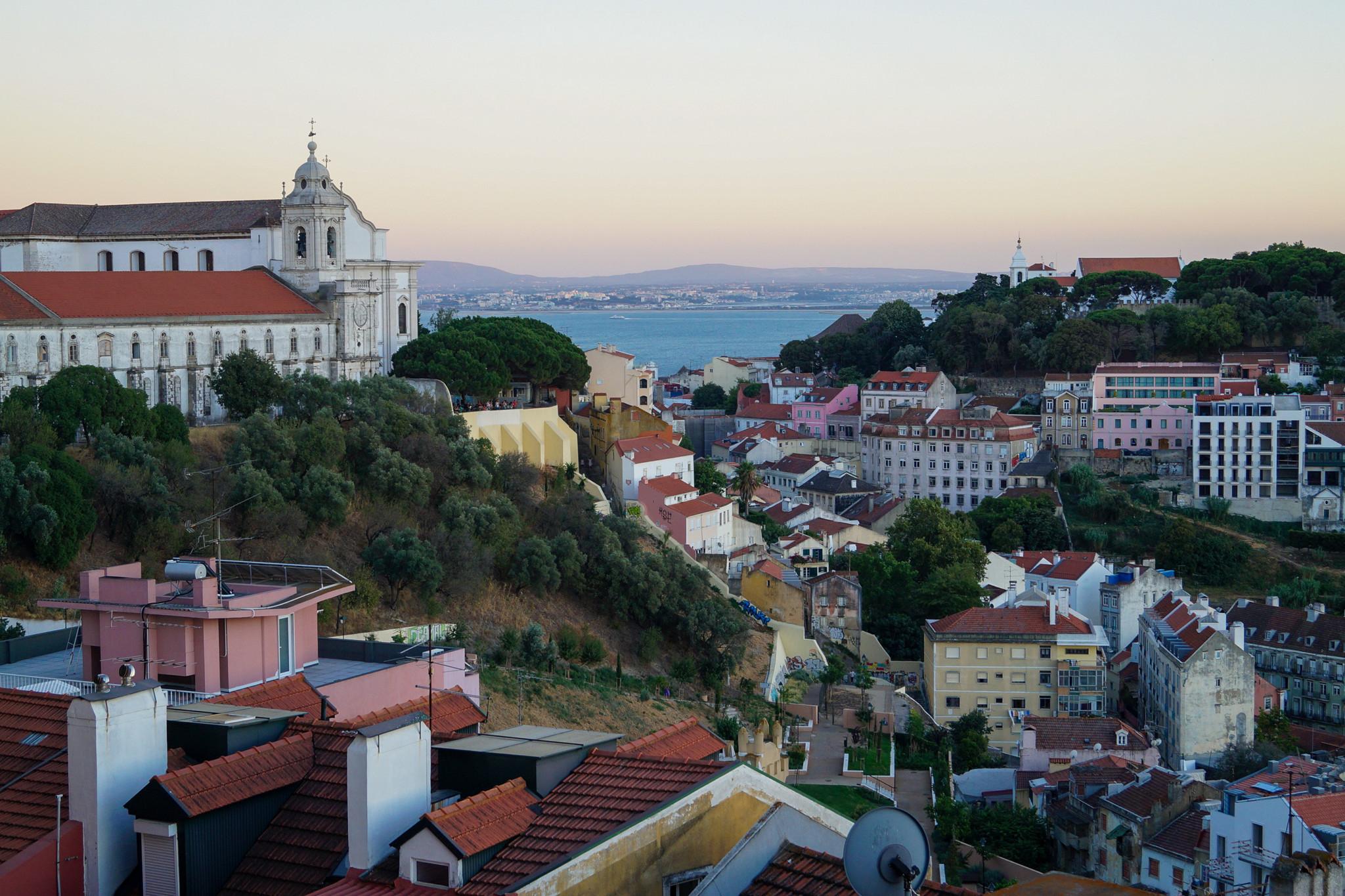 Ausblick vom Miradouro auf Lissabon
