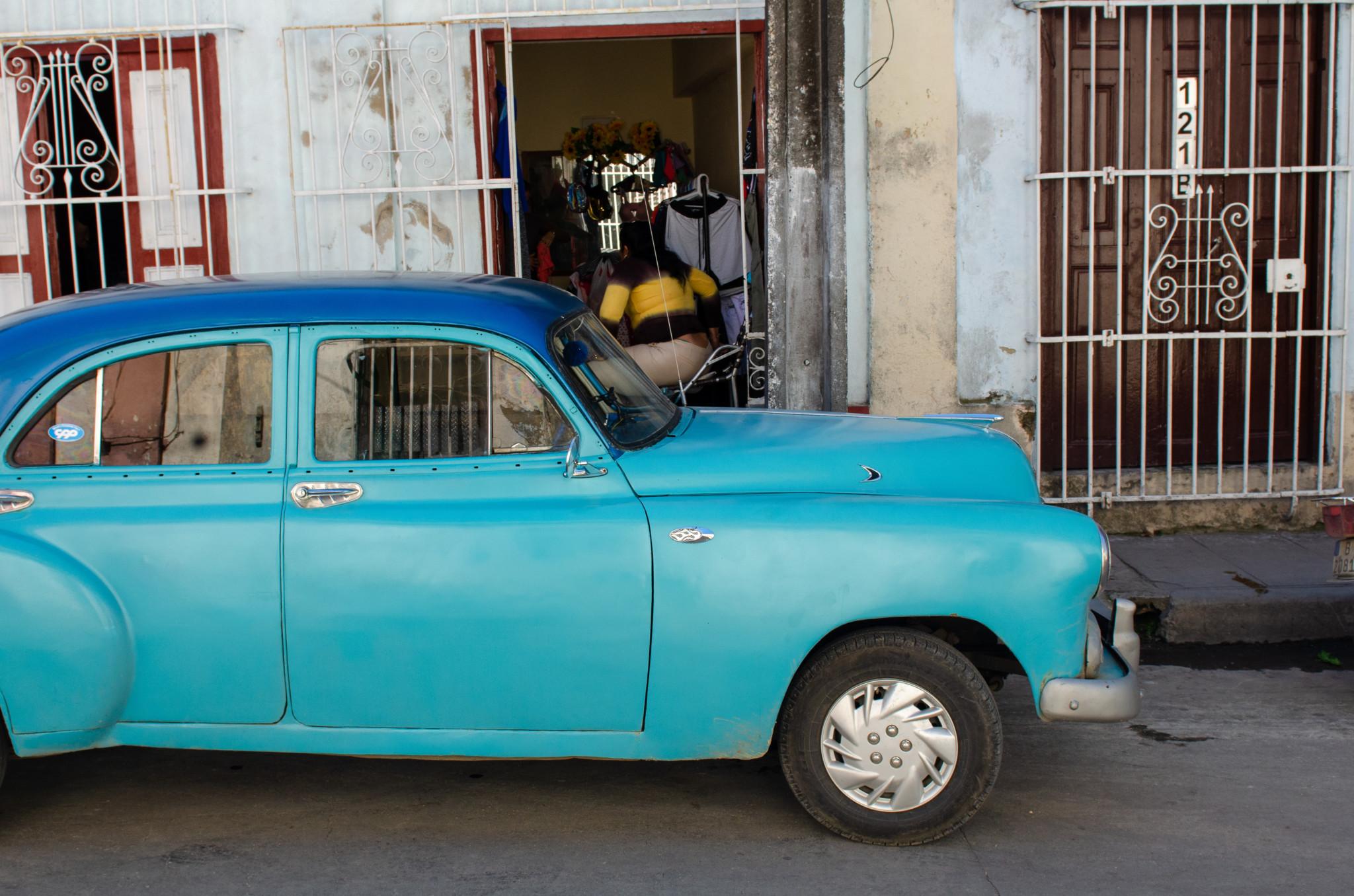 Auch im Kuba heute sieht man alte Oldtimer.